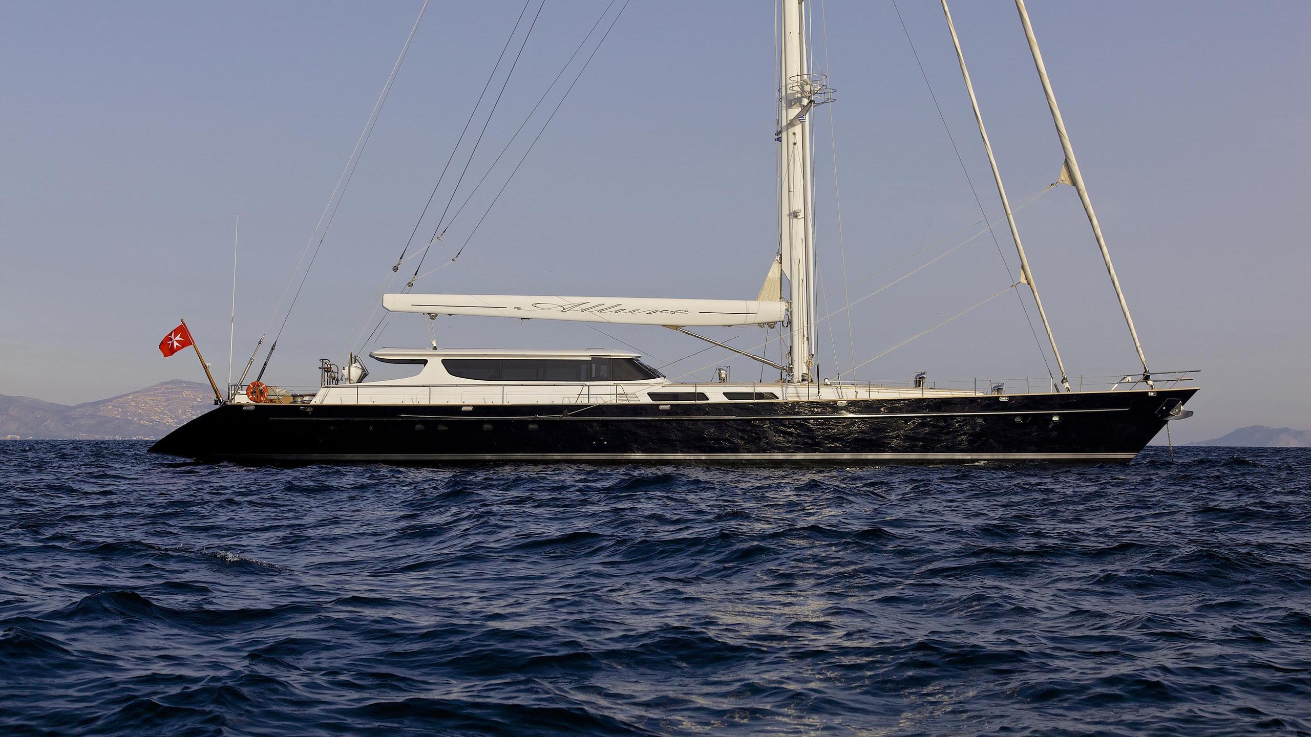 allure-yacht-at-anchor