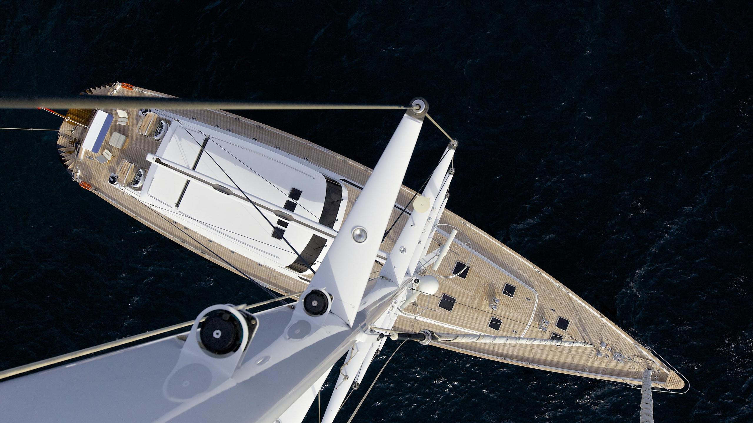 allure-yacht-mast-view