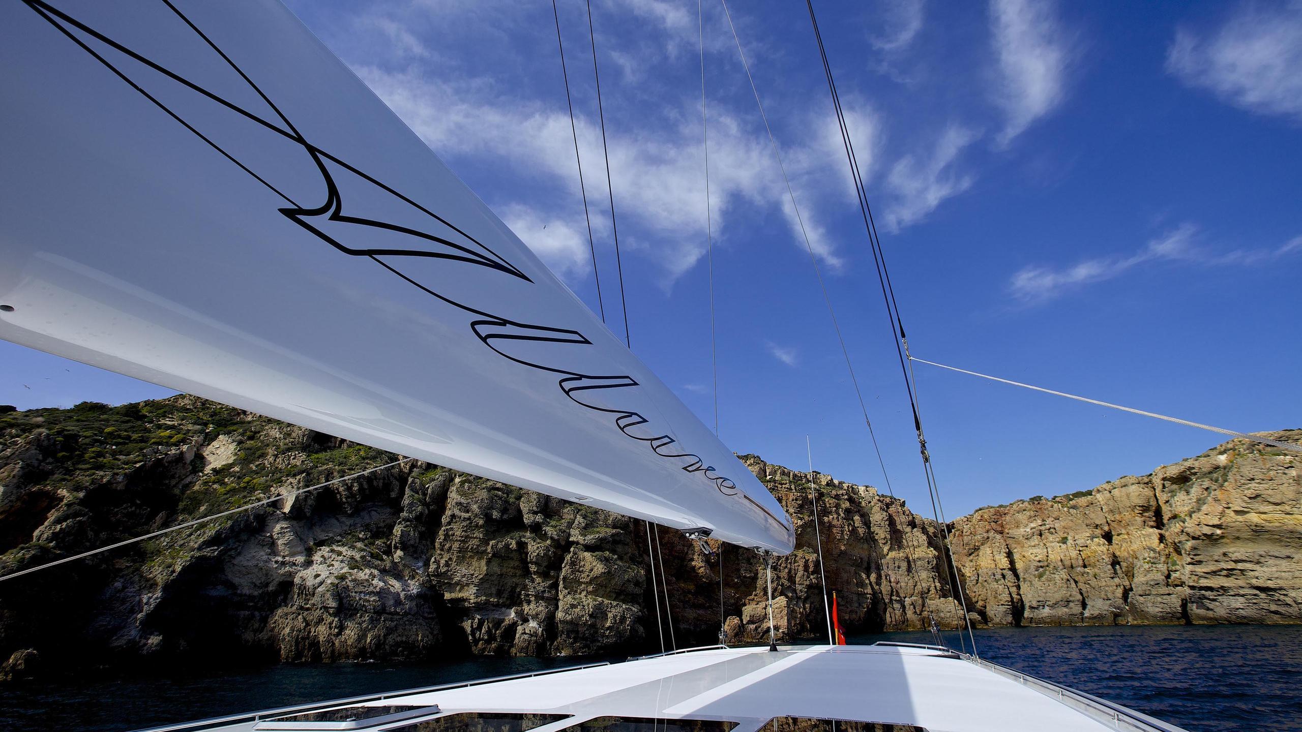 allure-yacht-mast