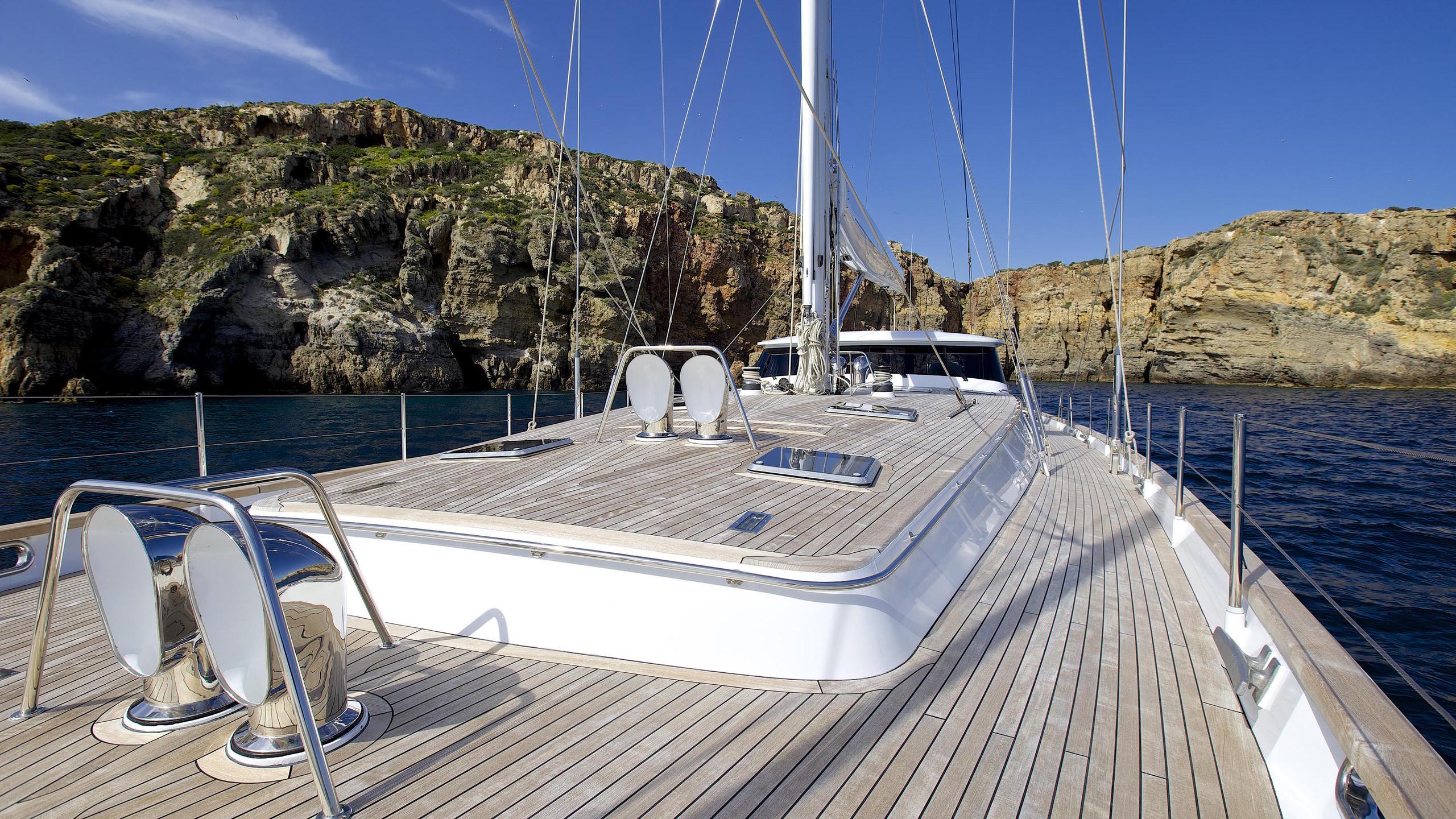 allure-yacht-main-deck