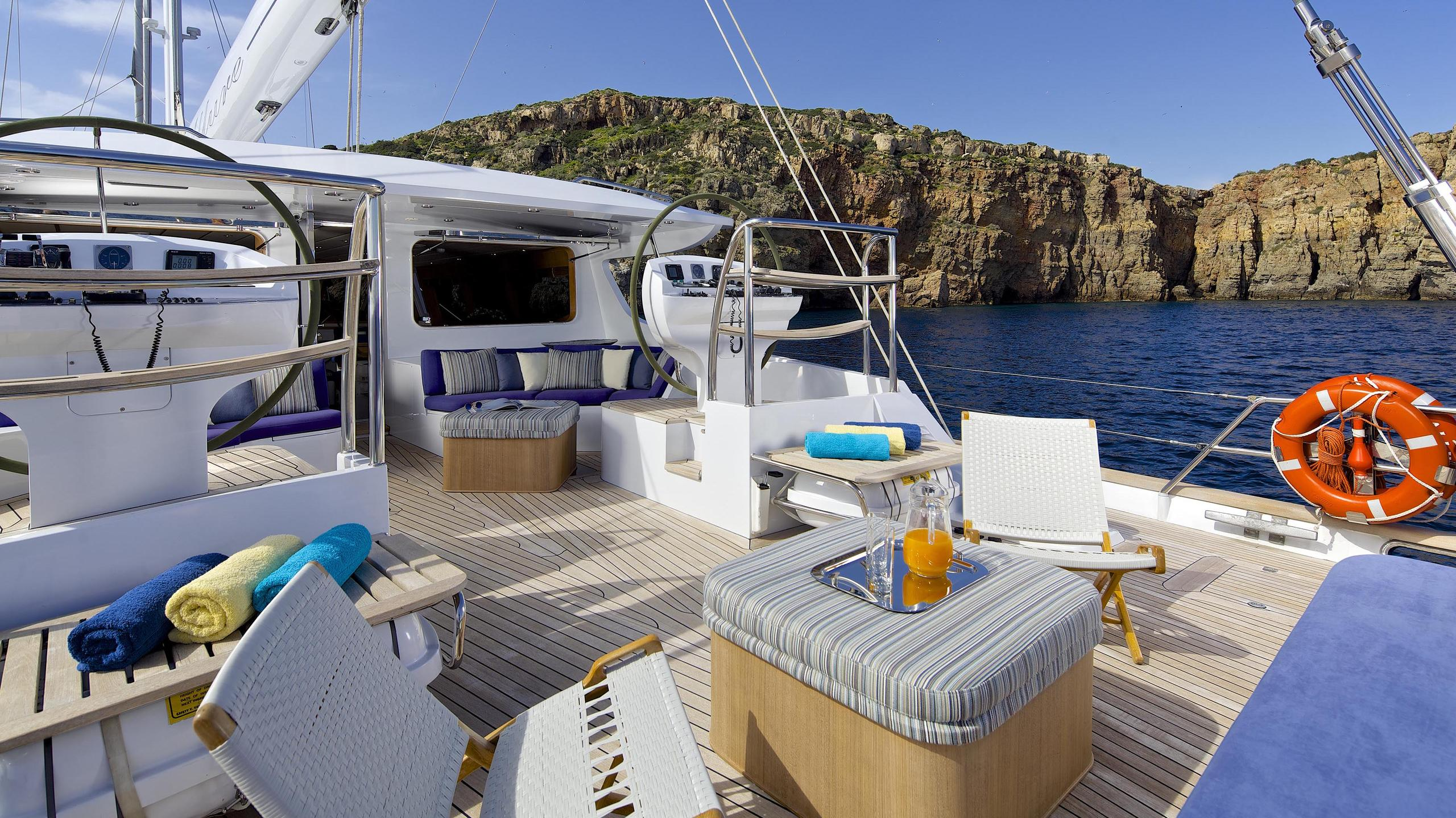 allure-yacht-aft-seating