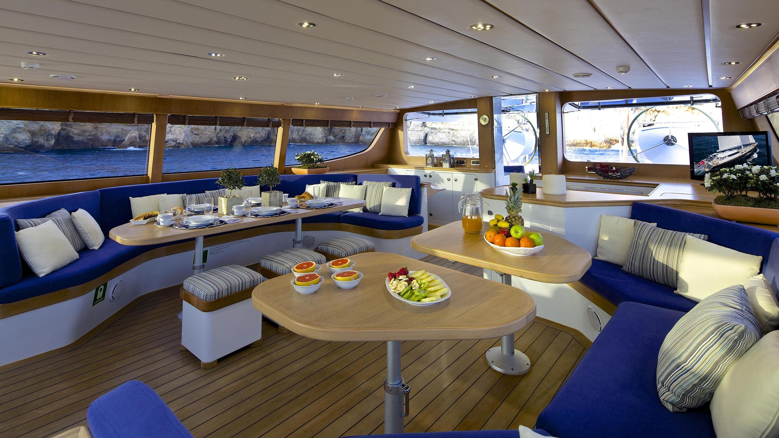 allure-yacht-dining