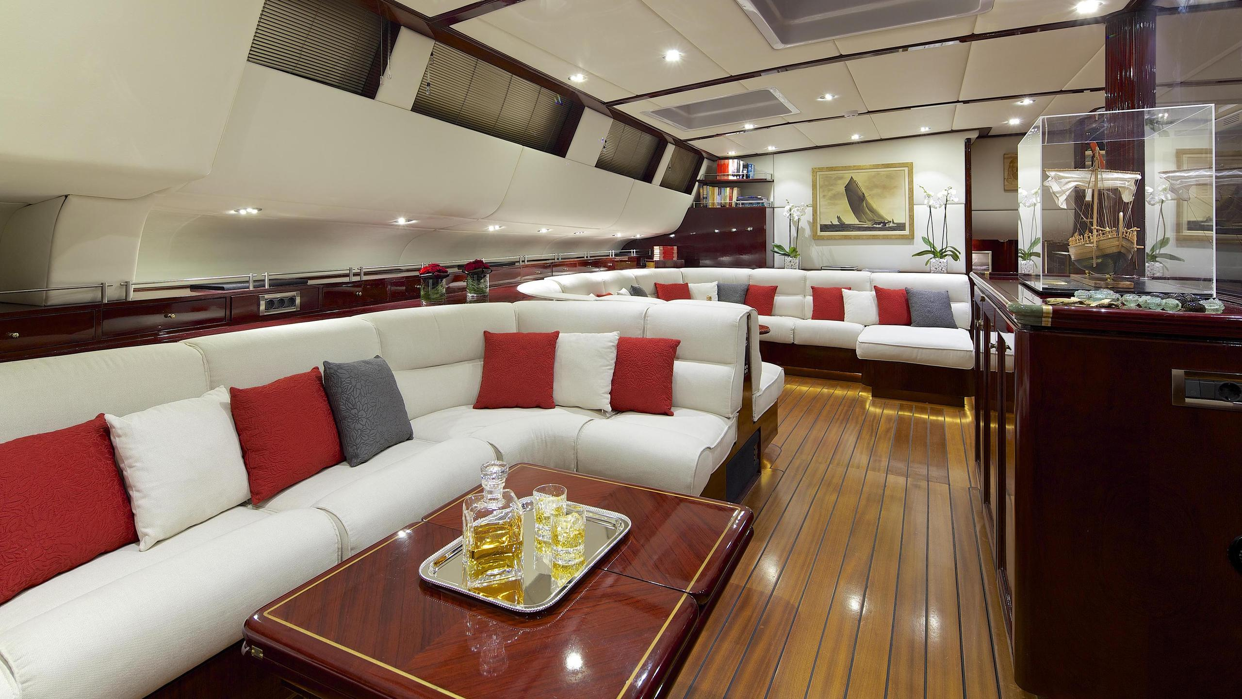 allure-yacht-lounge