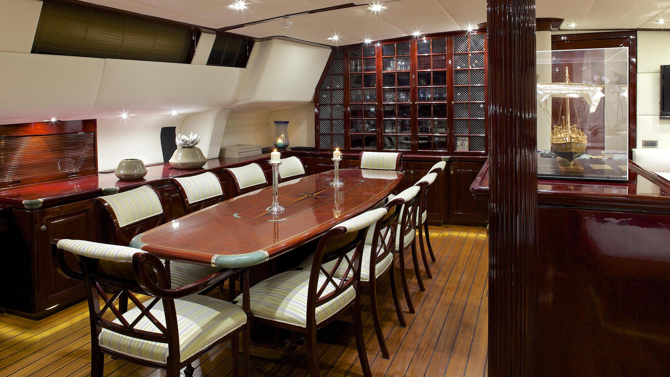 allure-yacht-formal-dining
