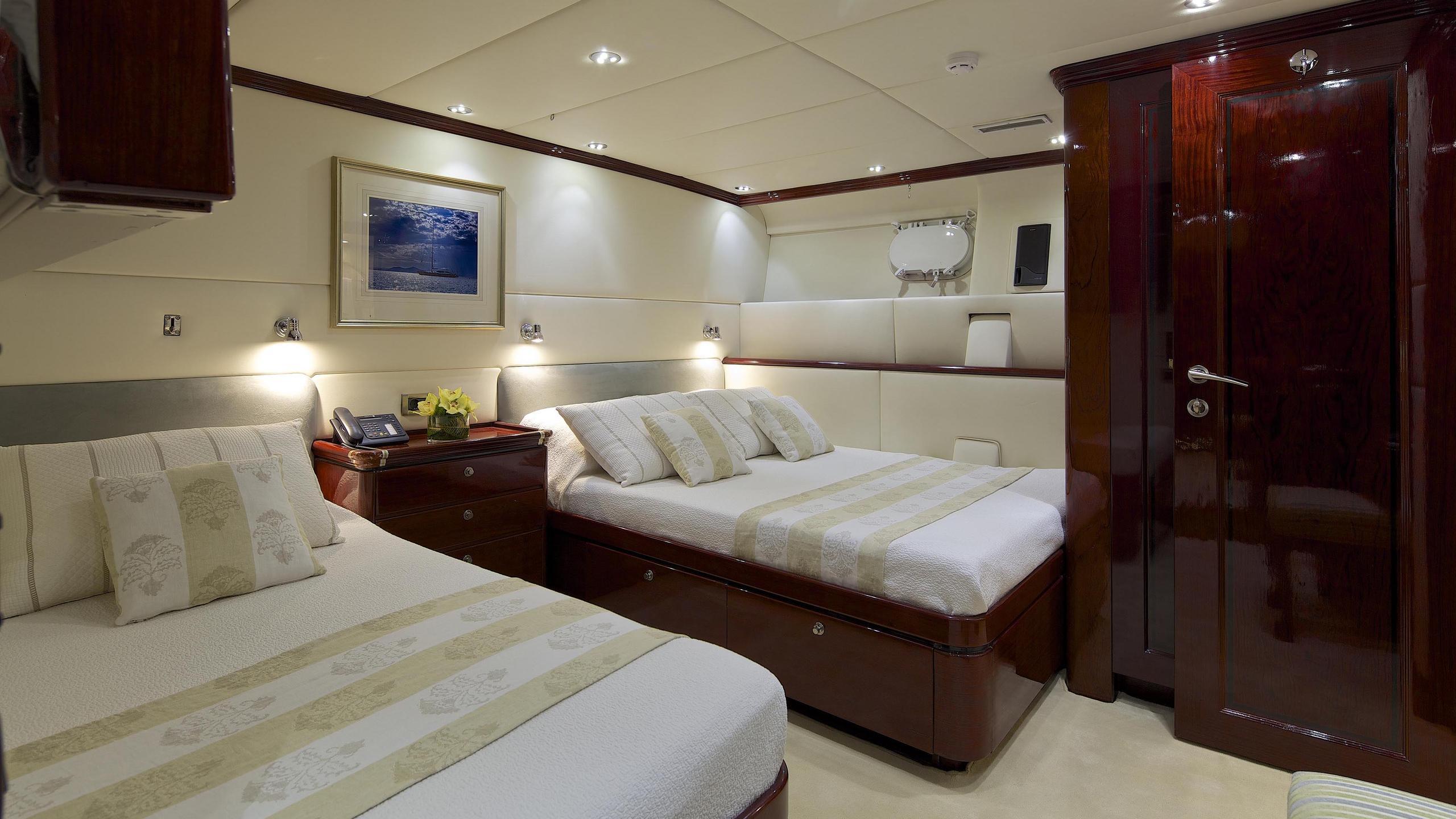 allure-yacht-twin-cabin
