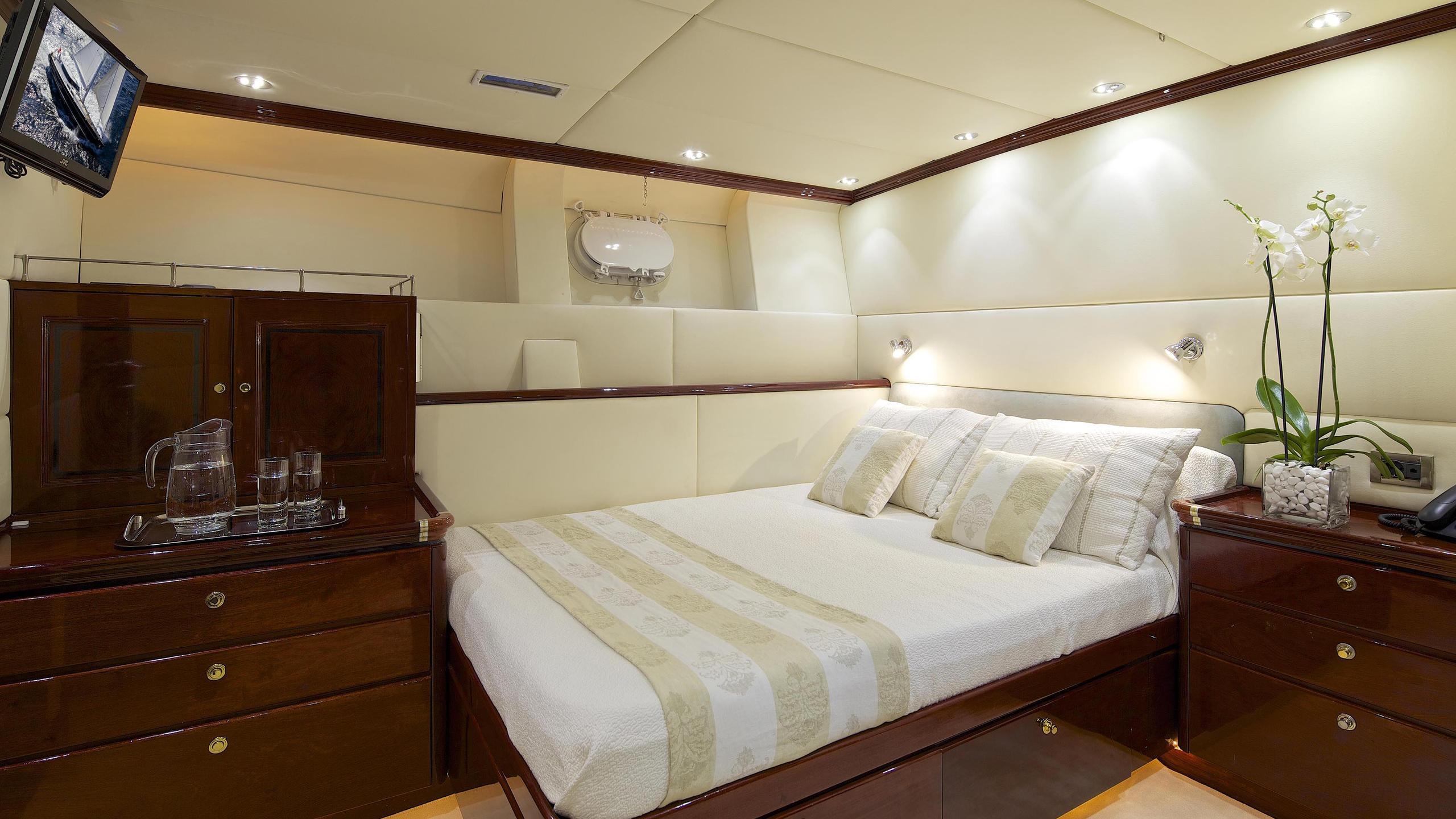 allure-yacht-double-cabin
