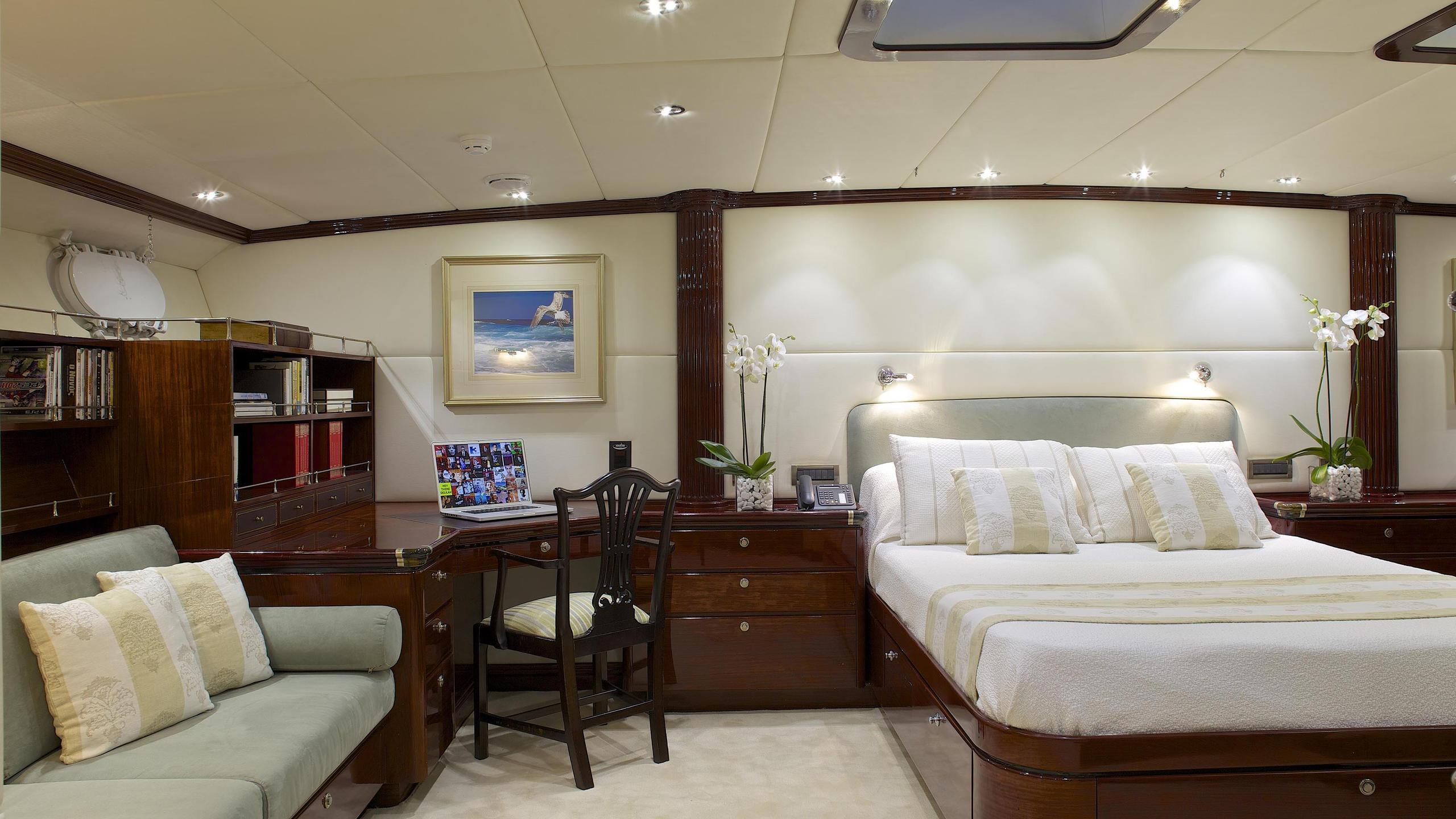 allure-yacht-master-cabin