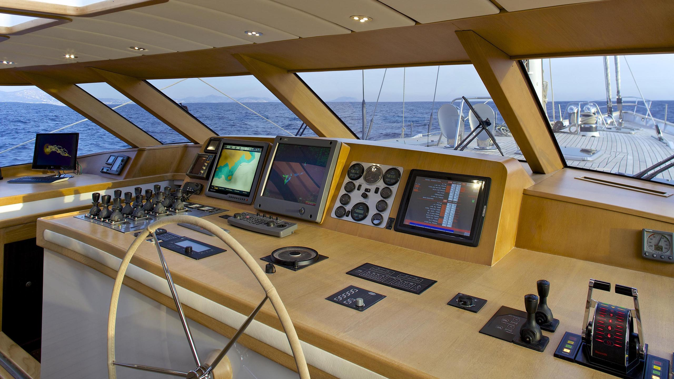 allure-yacht-helm