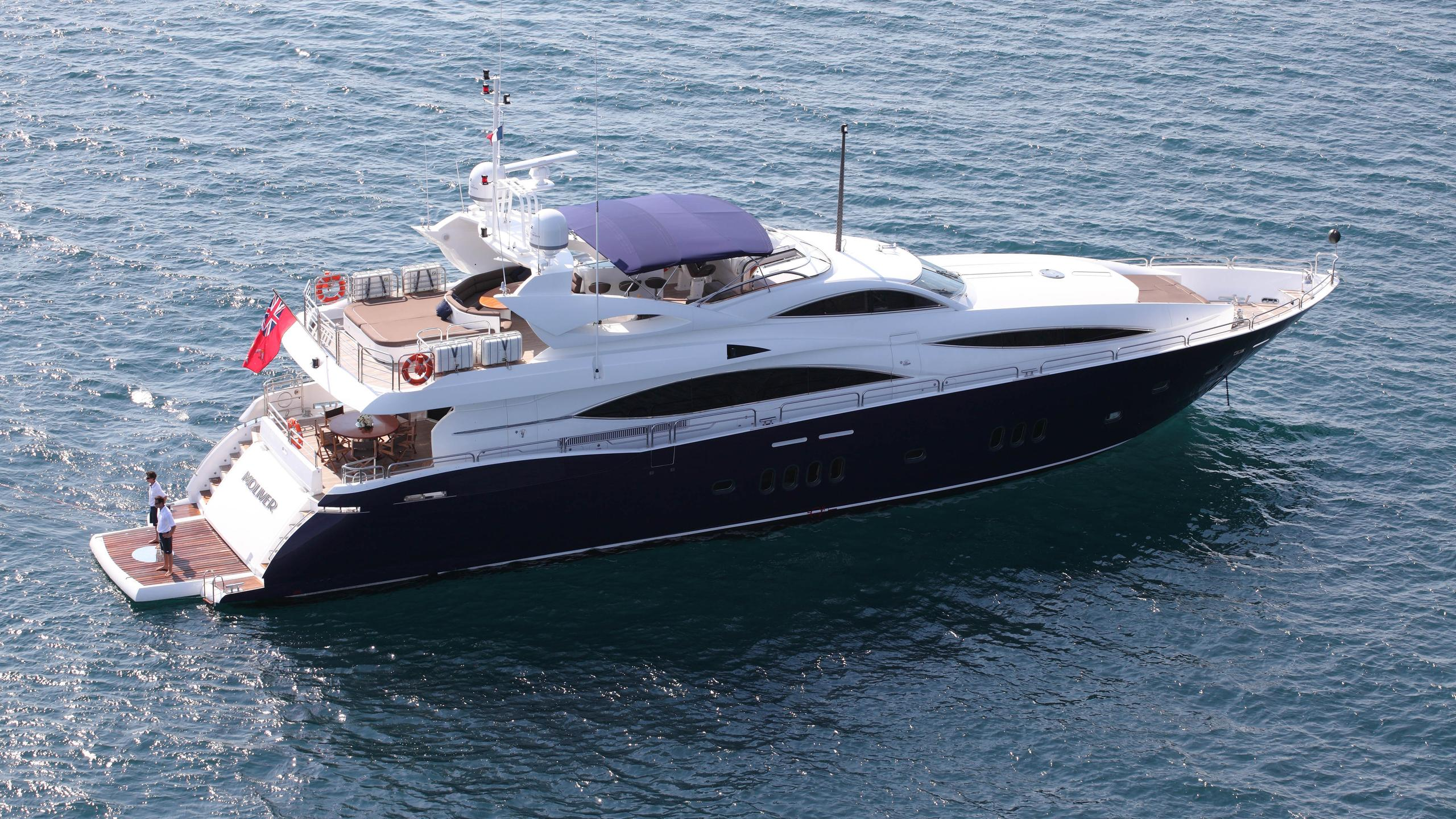 moliver-yacht-at-anchor