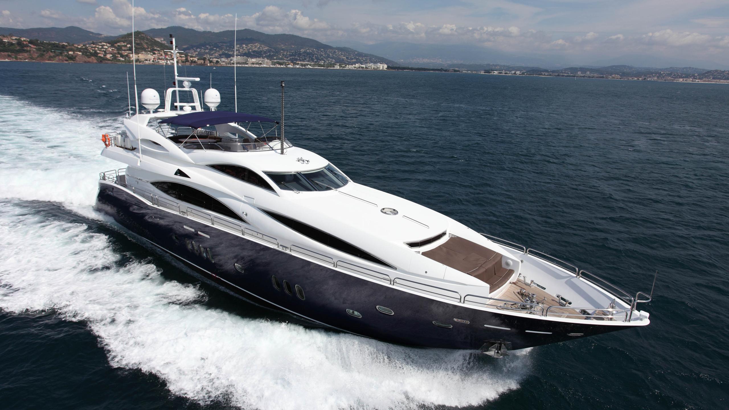 moliver-yacht-cruising