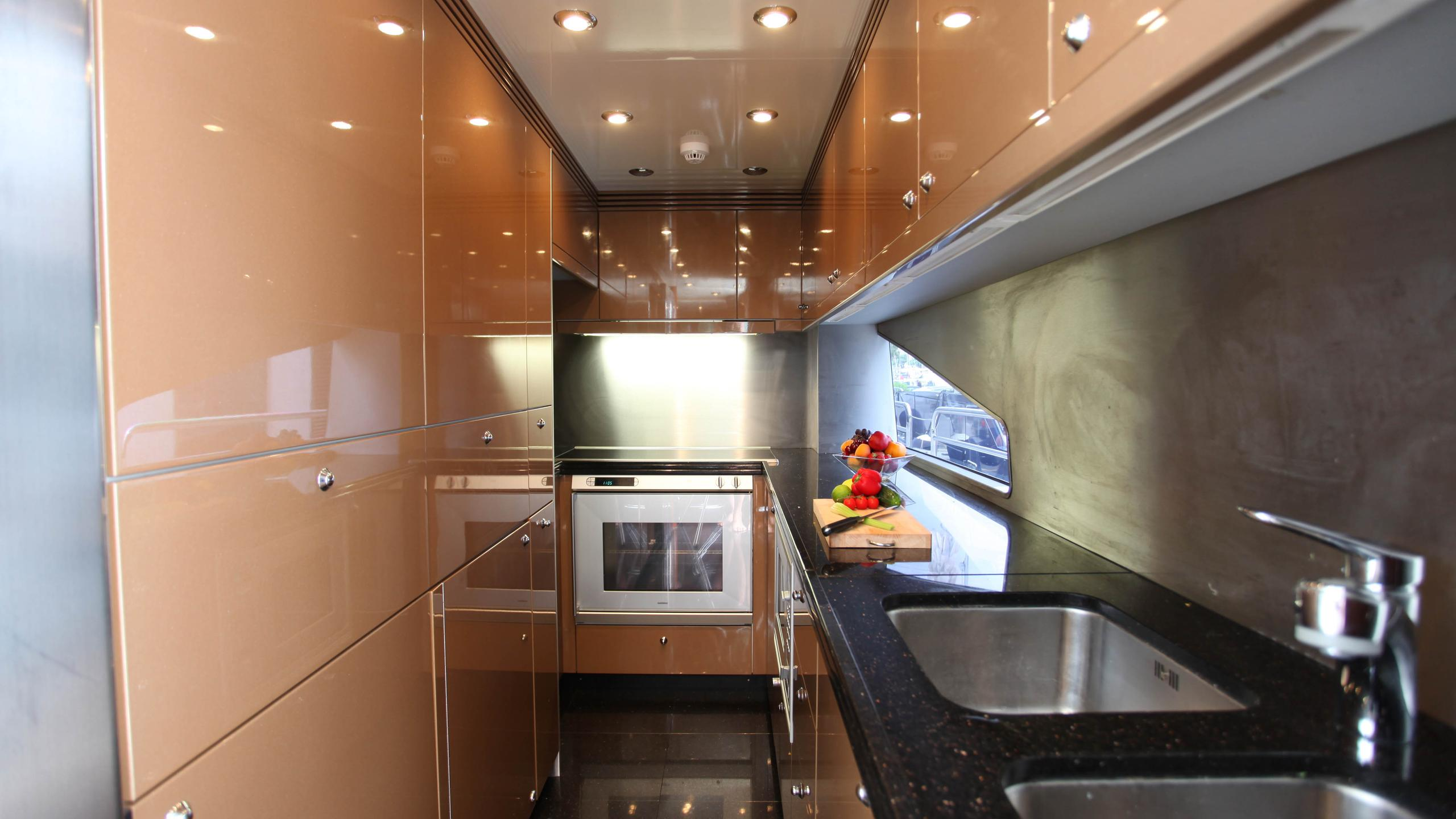 moliver-yacht-galley