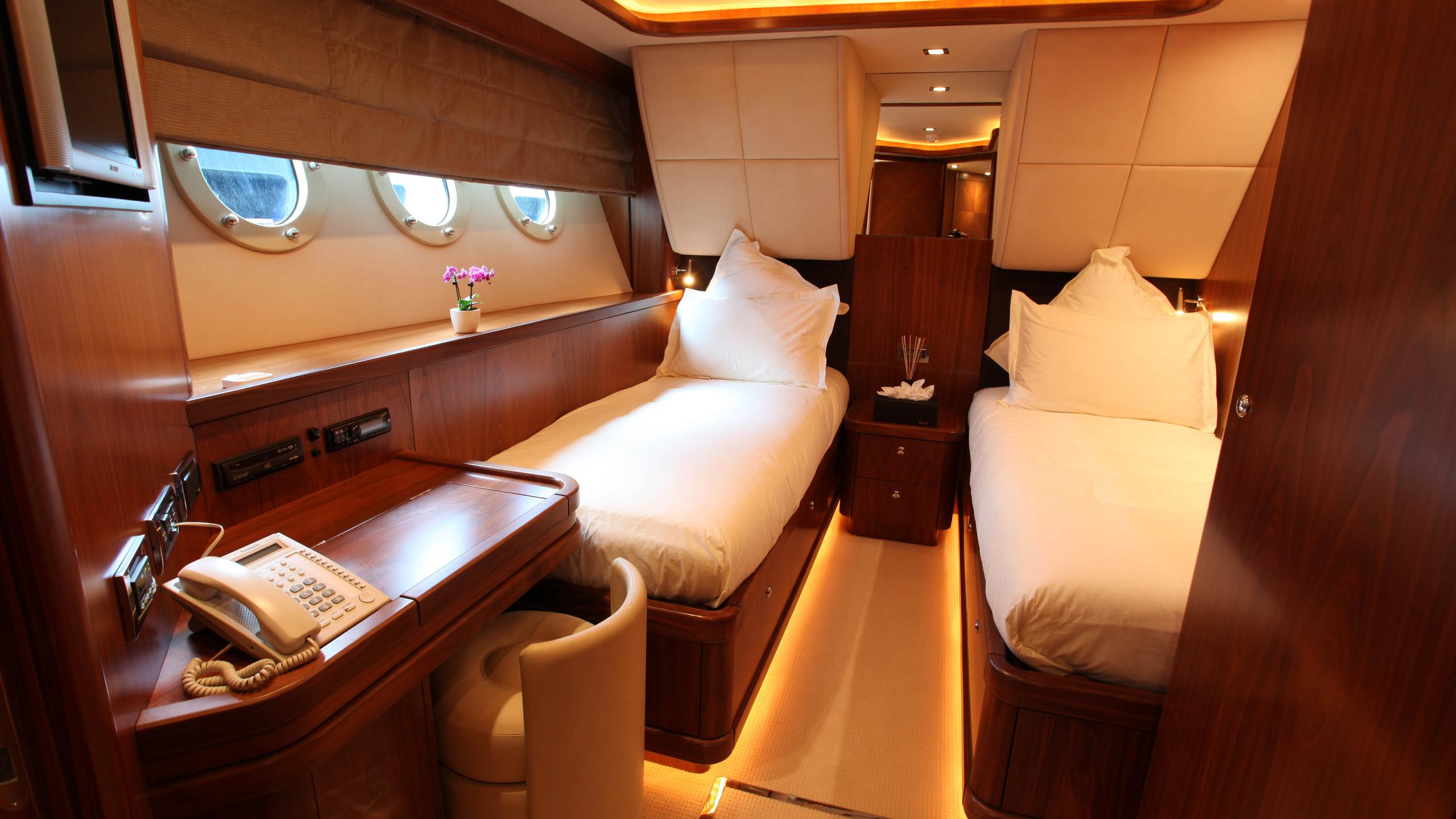 moliver-yacht-twin-cabin