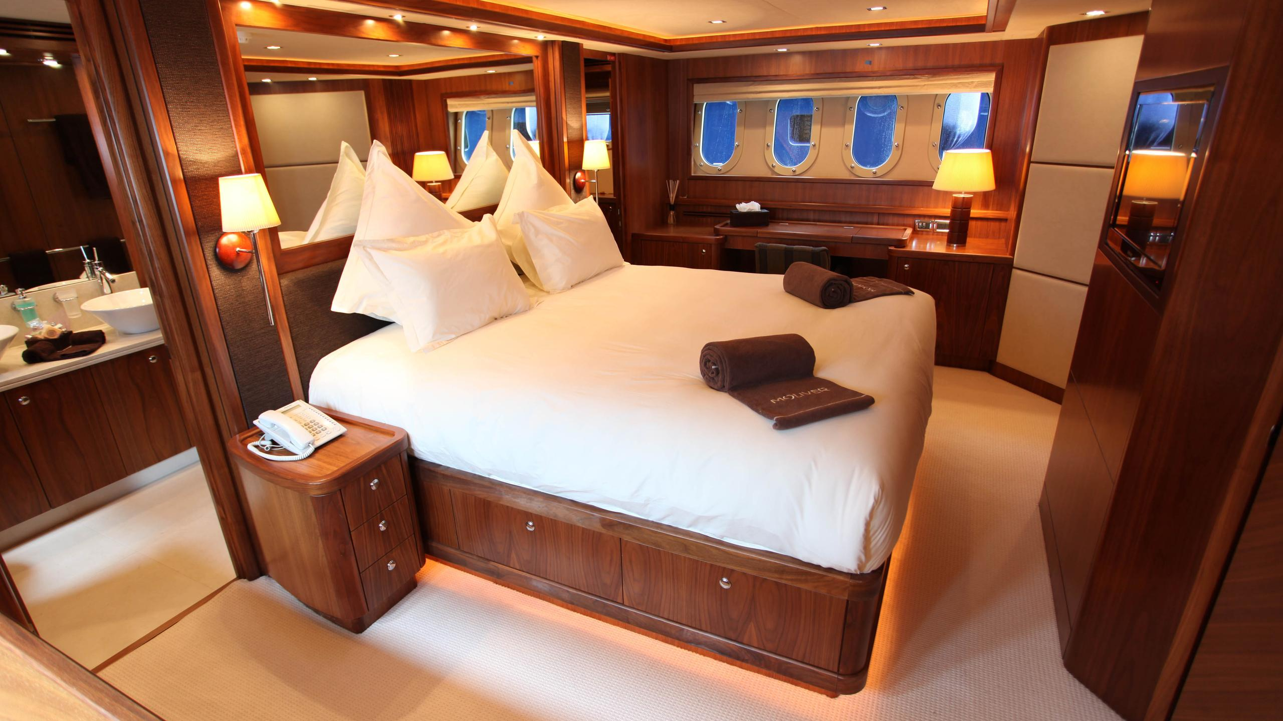 moliver-yacht-master-cabin
