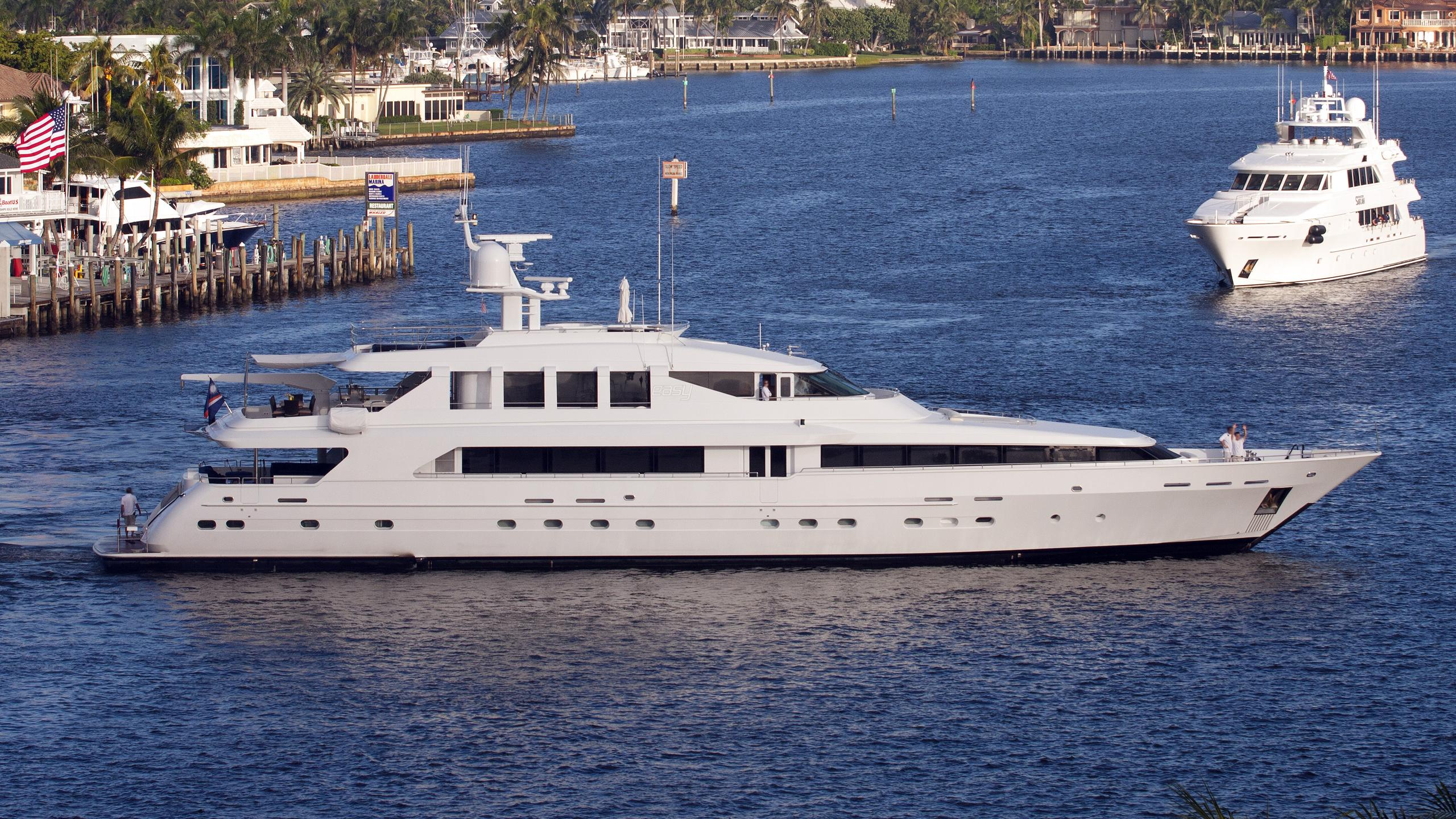 surina-yacht-exterior
