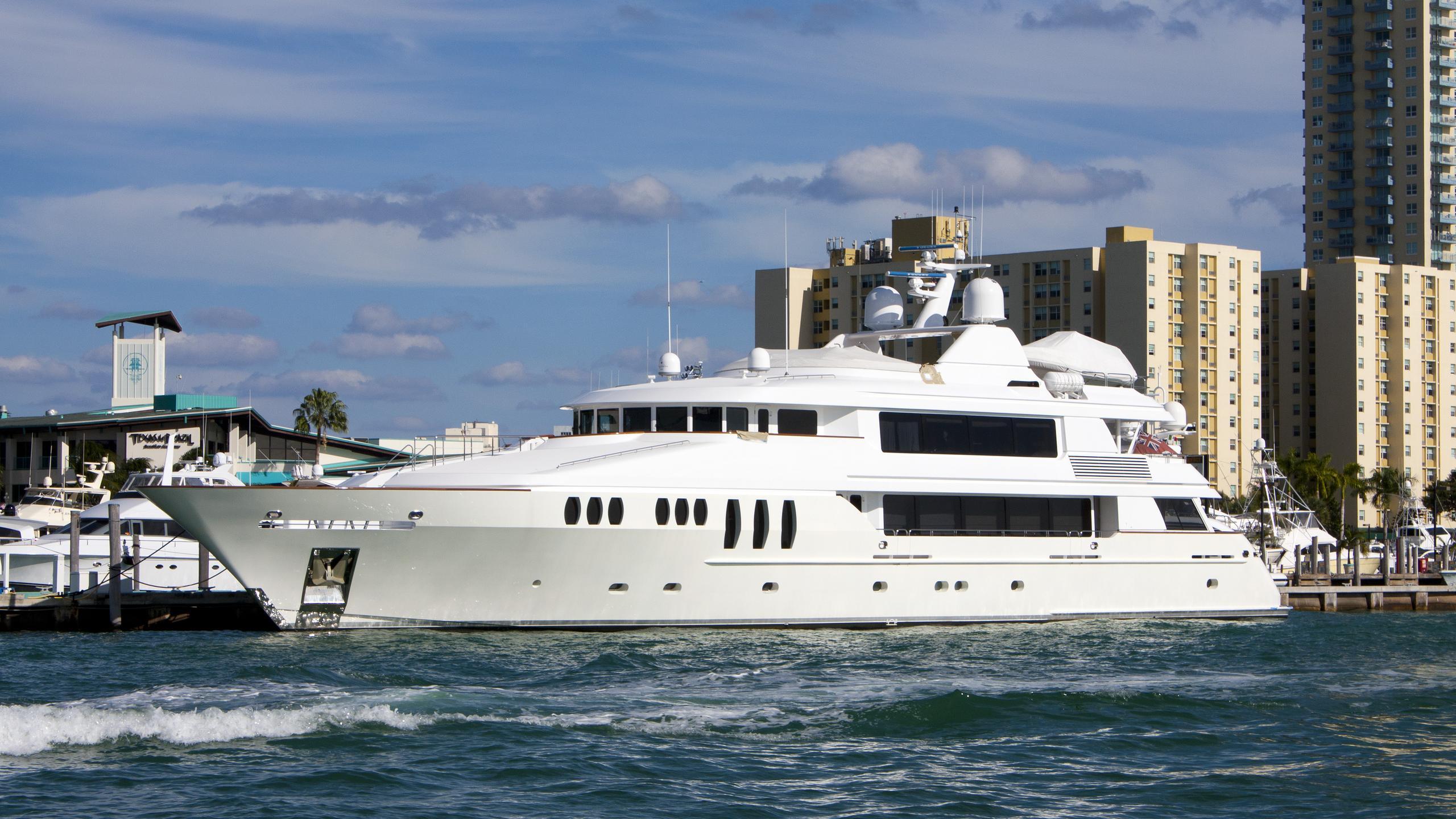 carpe-diem-ii-yacht-exterior