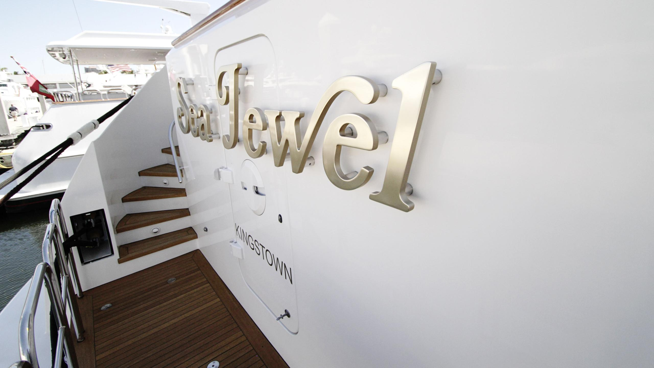 sea-jewel-bravo-yacht-stern