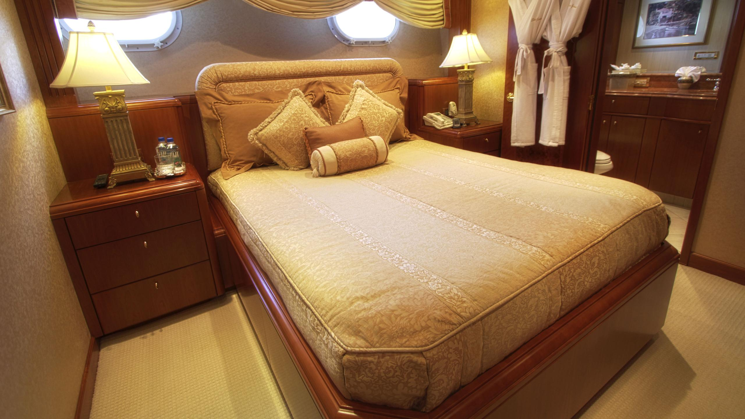 sea-jewel-bravo-yacht-double-cabin