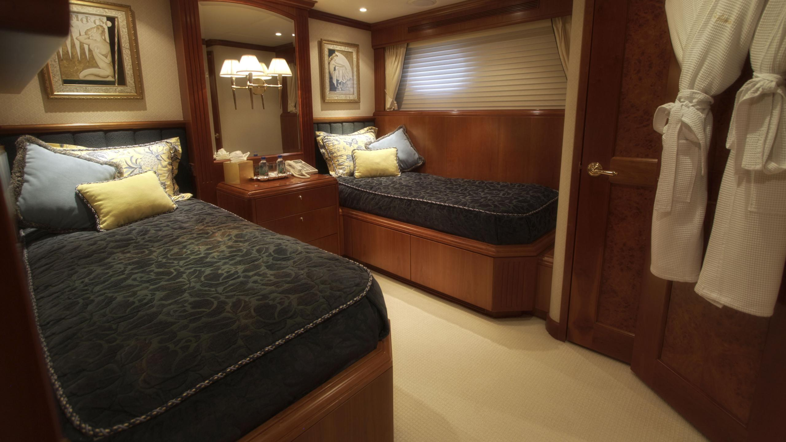 sea-jewel-bravo-yacht-twin-cabin