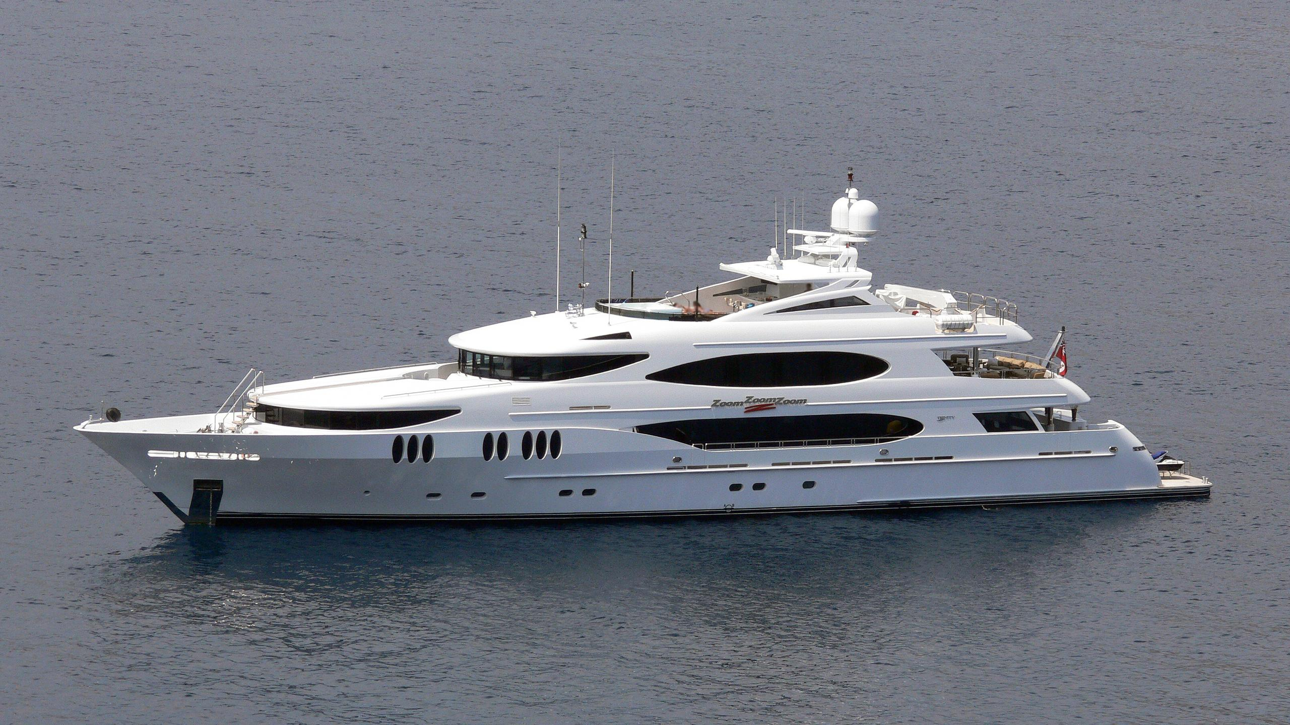 zoom-zoom-zoom-yacht-exterior