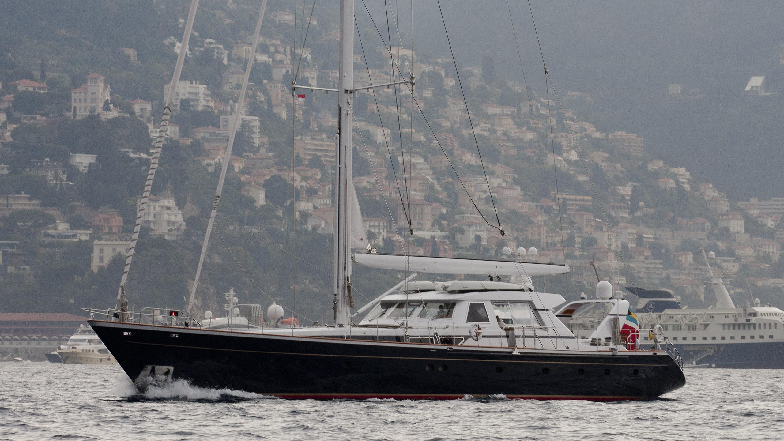 ree-yacht-exterior