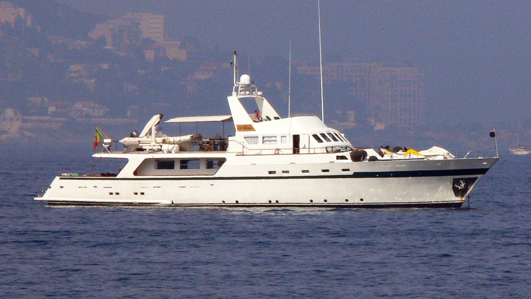 el-bravo-yacht-exterior