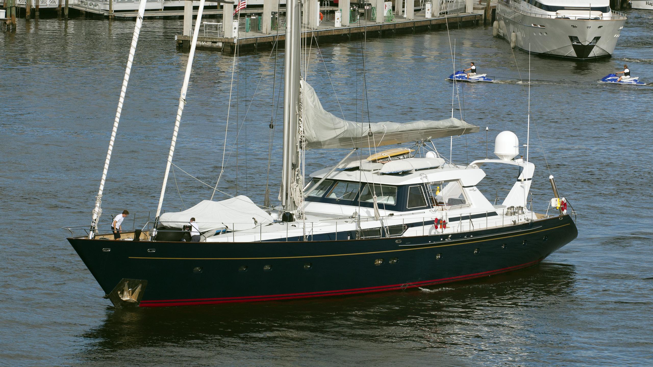 manutara-yacht-exterior