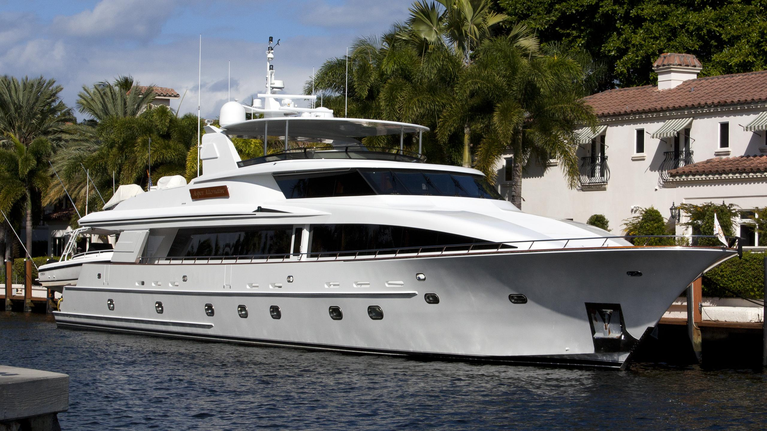 ocean-club-aspen-alternative-yacht-exterior