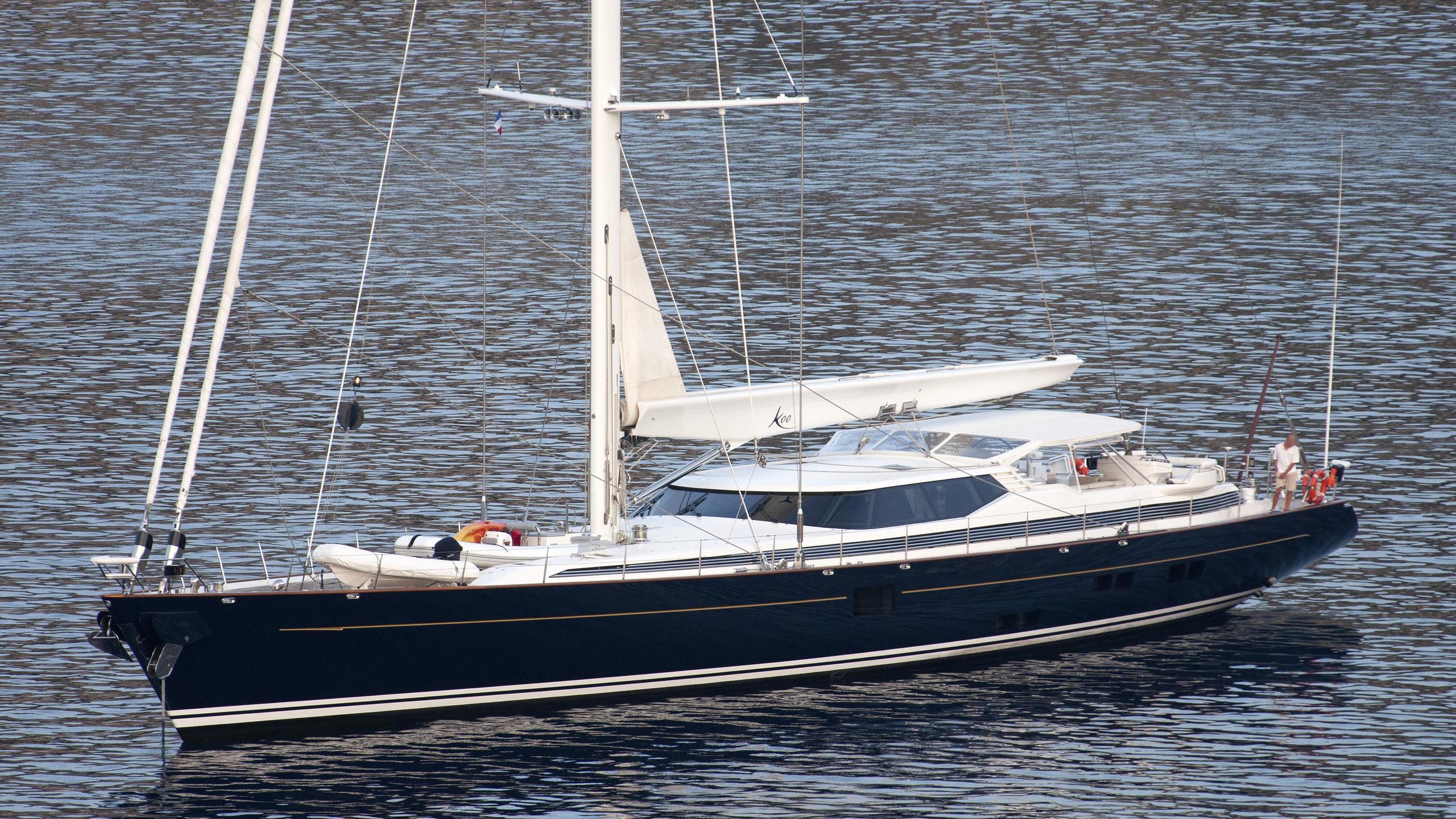 koo-yacht-exterior