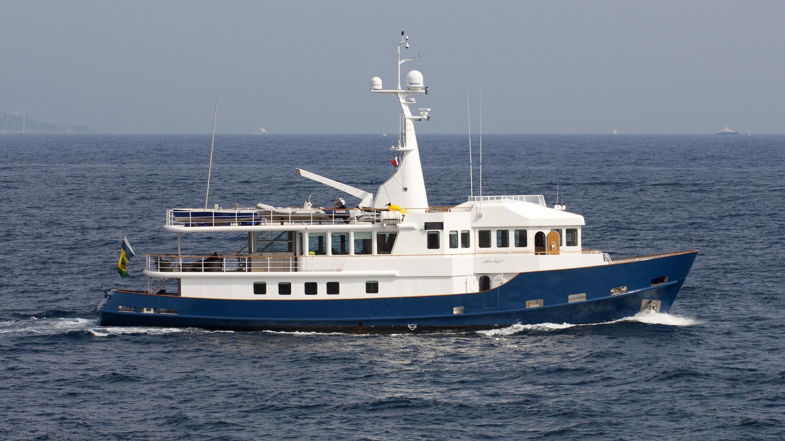 alter-ego-yacht-exterior