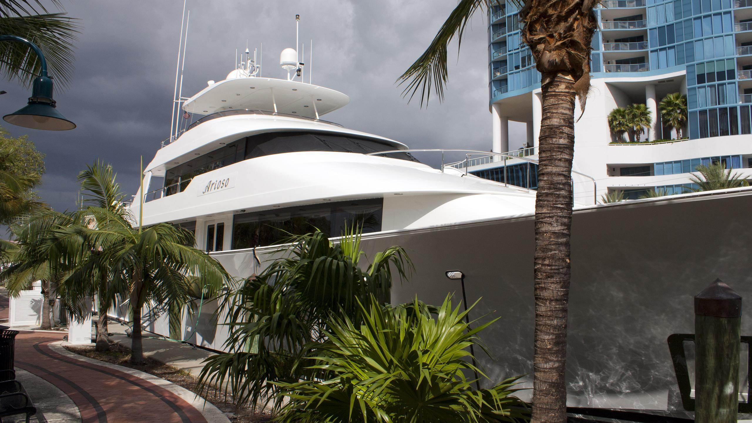 the-b-and-b-arioso-yacht-exterior
