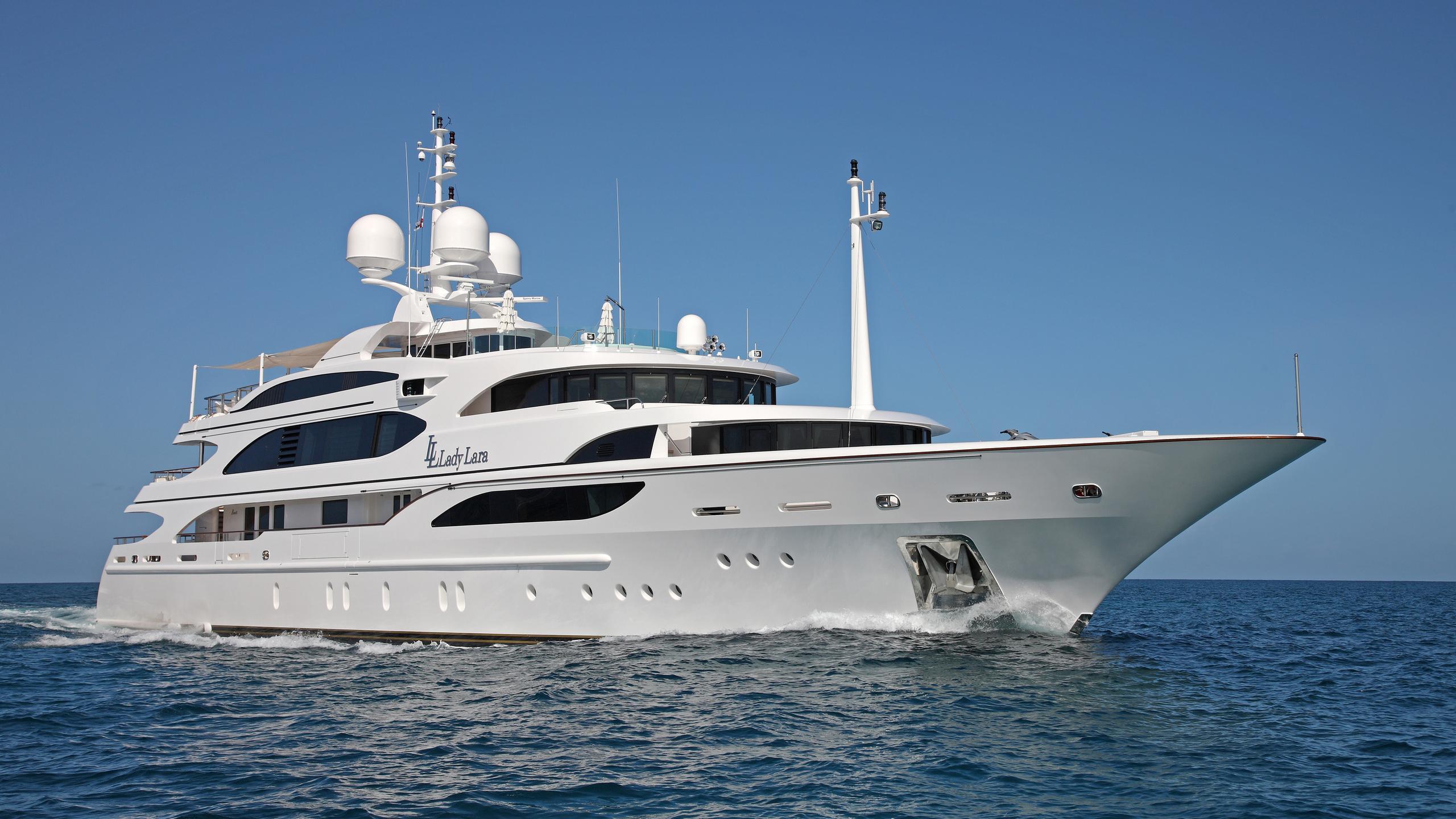 lady-laura-yacht-cruising