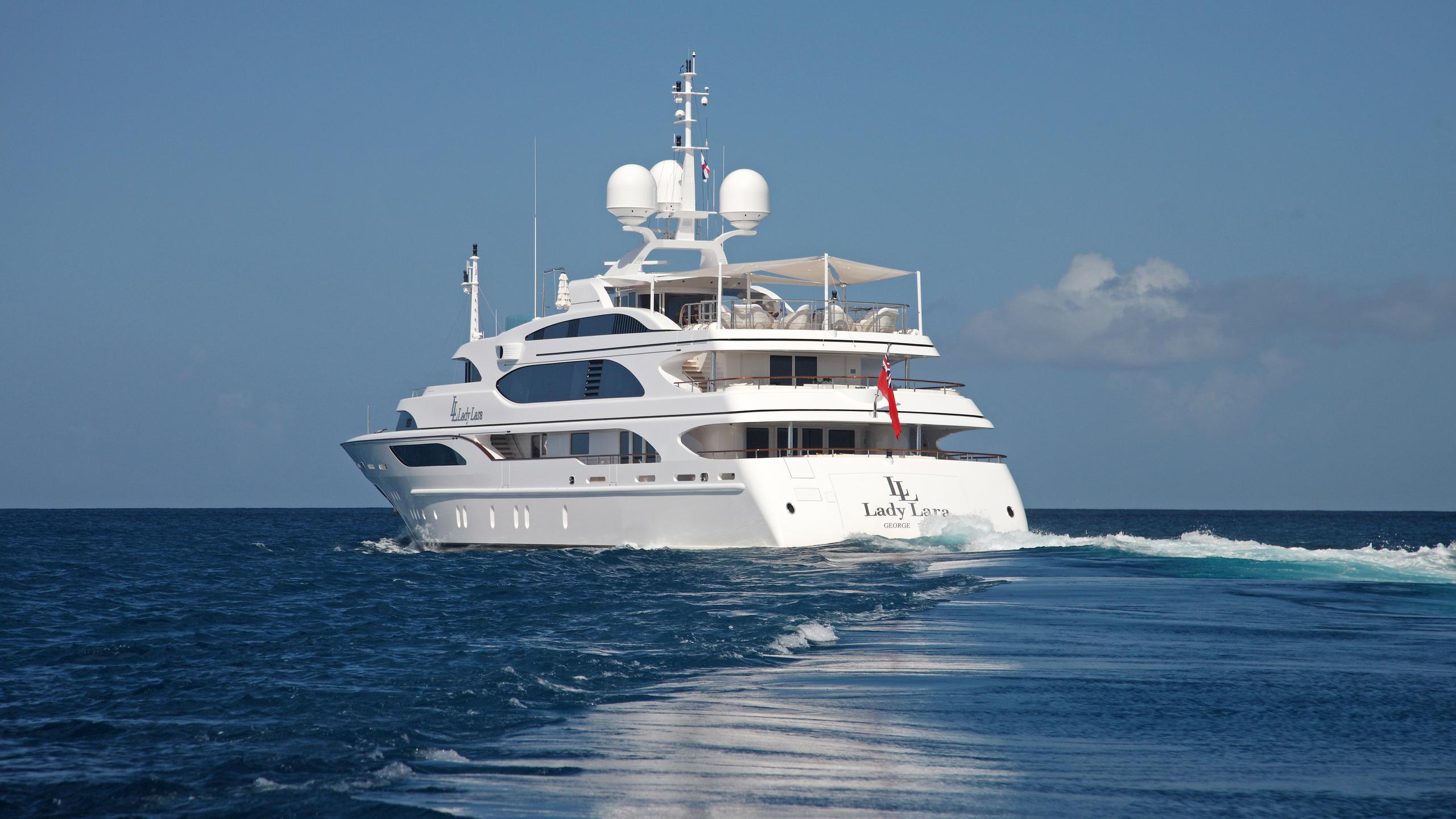 lady-laura-yacht-stern-cruising