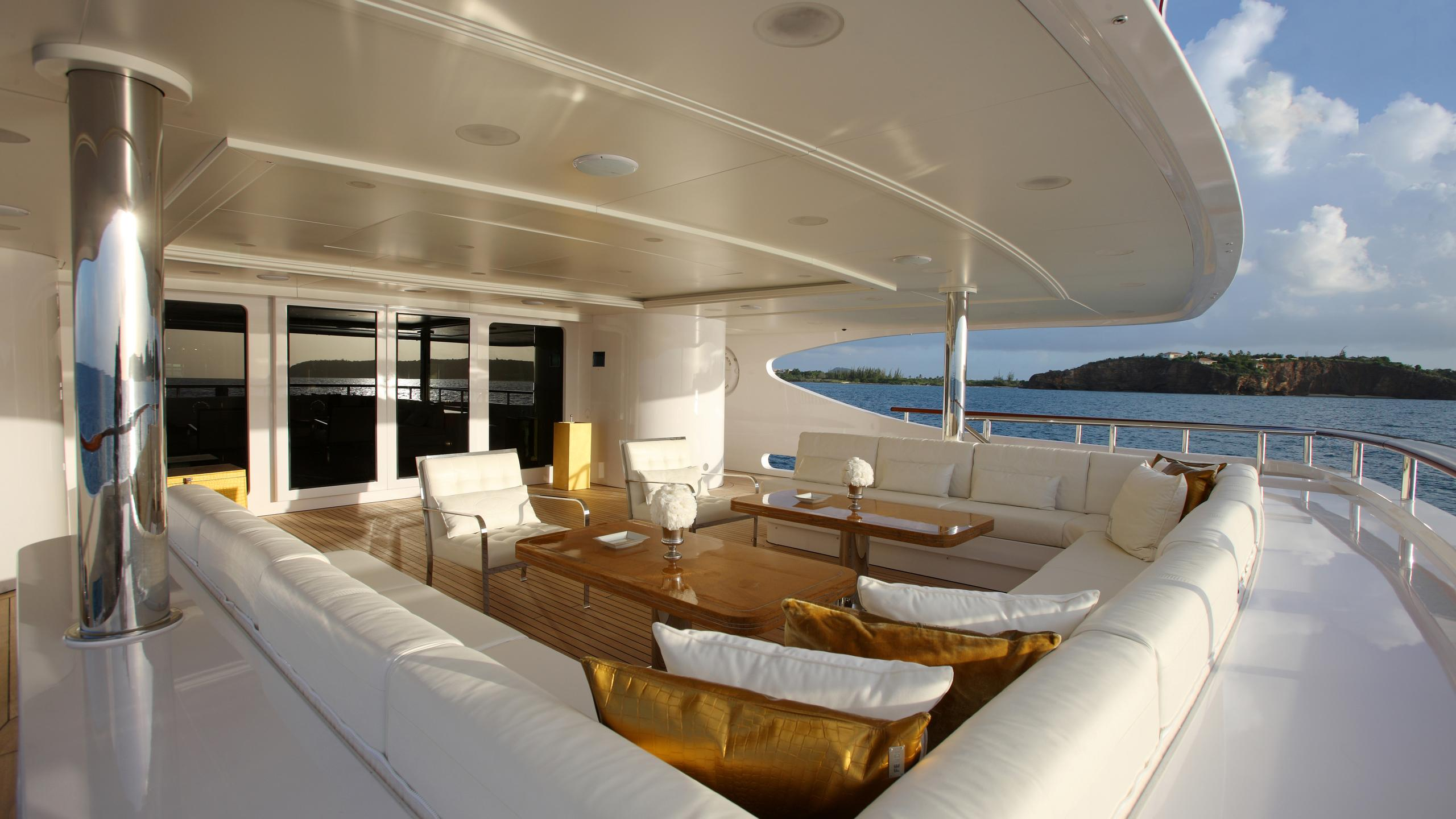 lady-laura-yacht-aft-deck