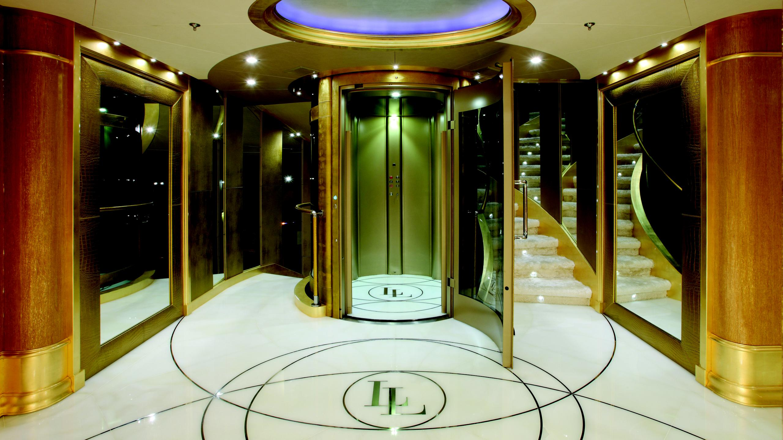 lady-laura-yacht-foyer