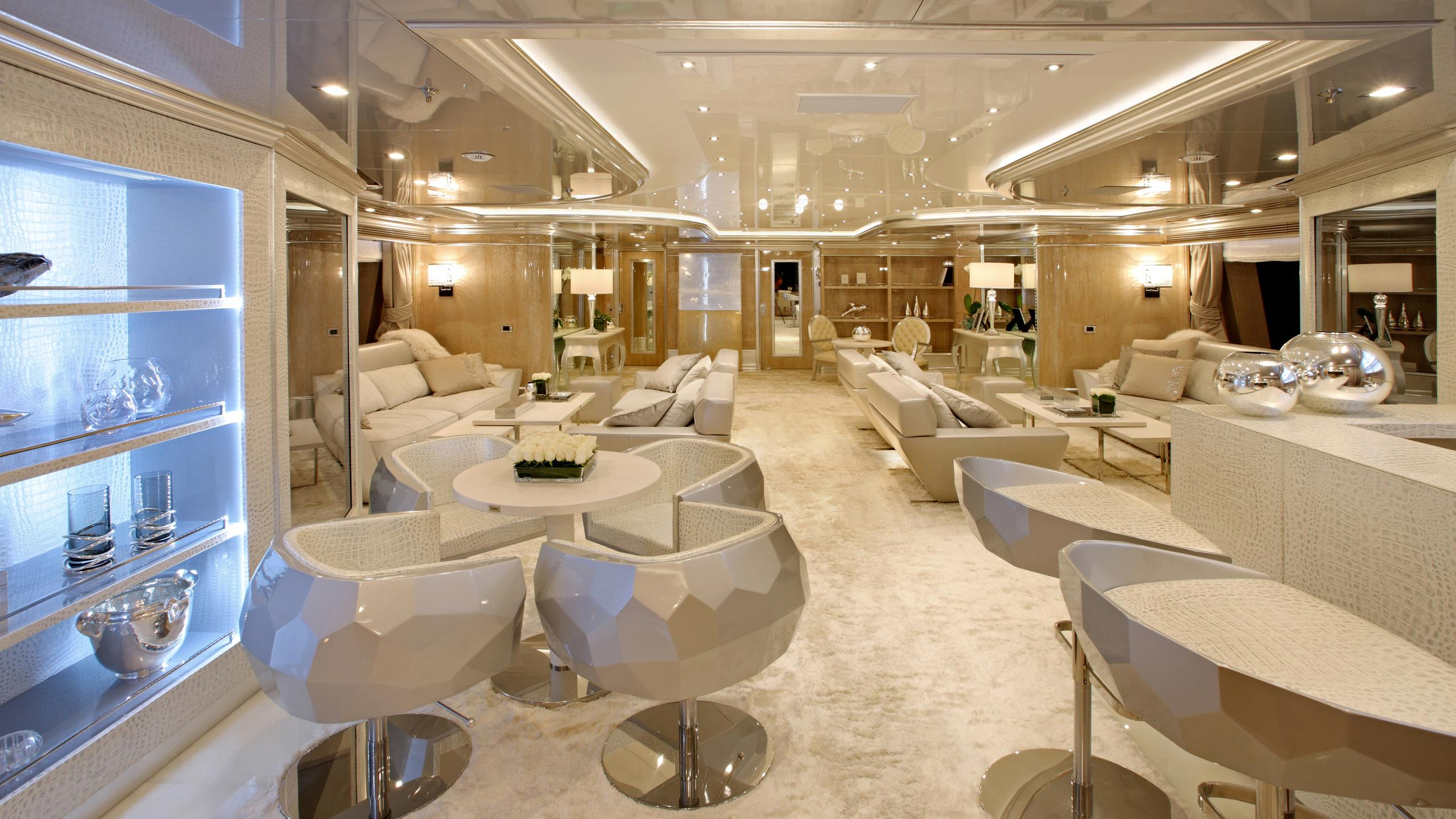 lady-laura-yacht-lounge