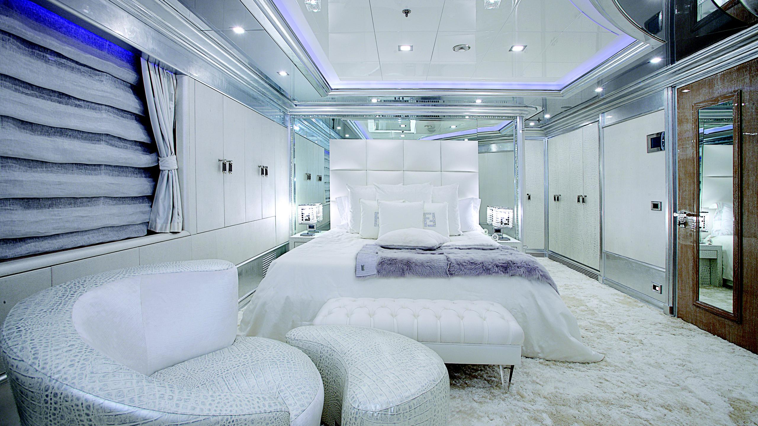 lady-laura-yacht-double-cabin