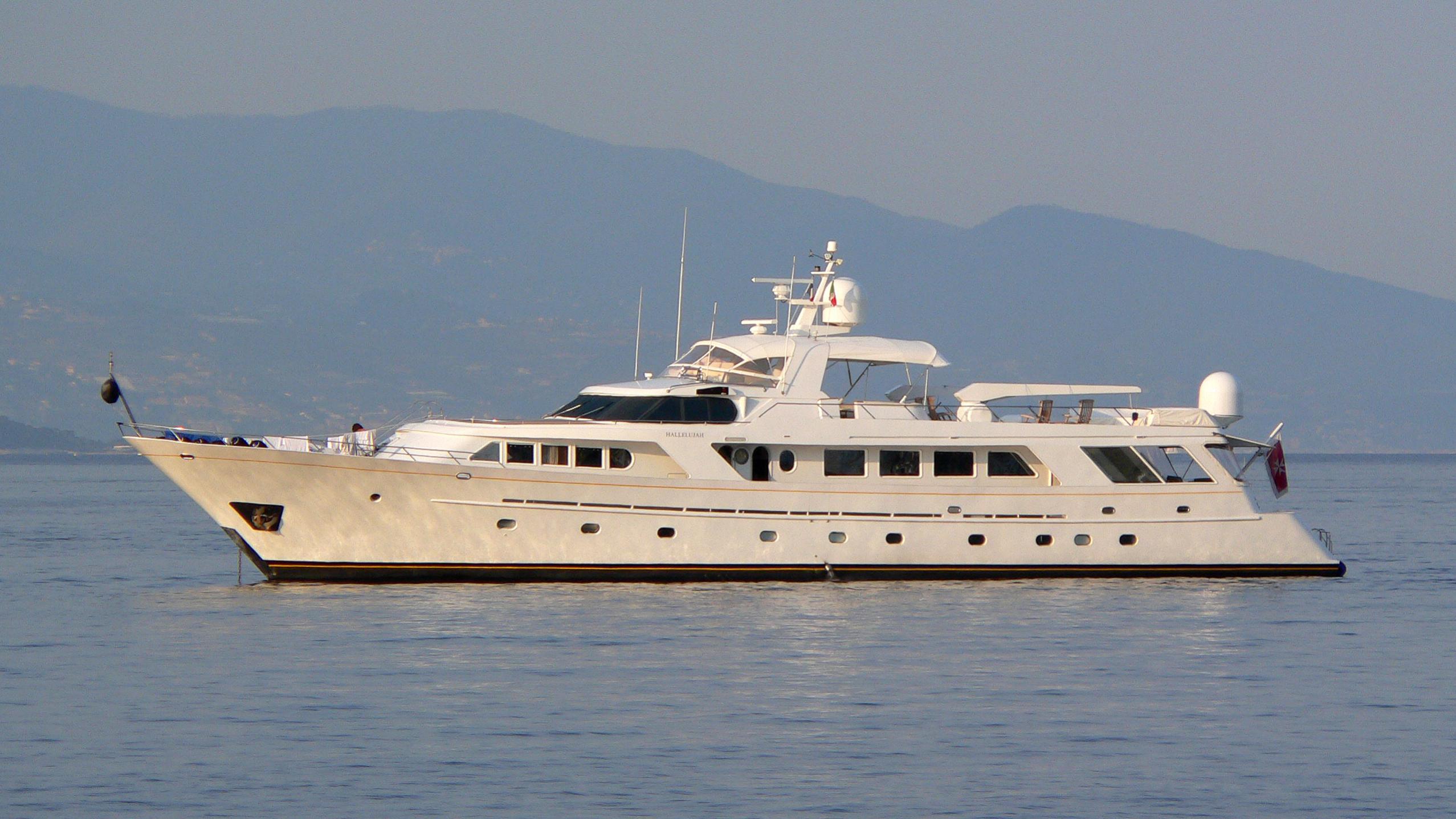 india-yacht-exterior