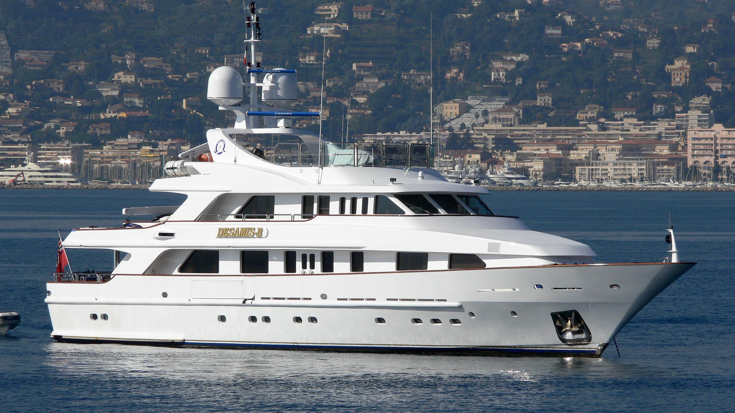 desamis-b-yacht-exterior