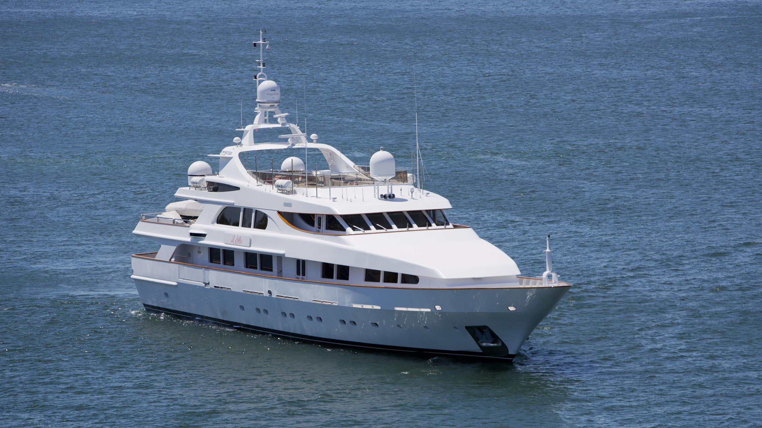 il-sole-yacht-cruising