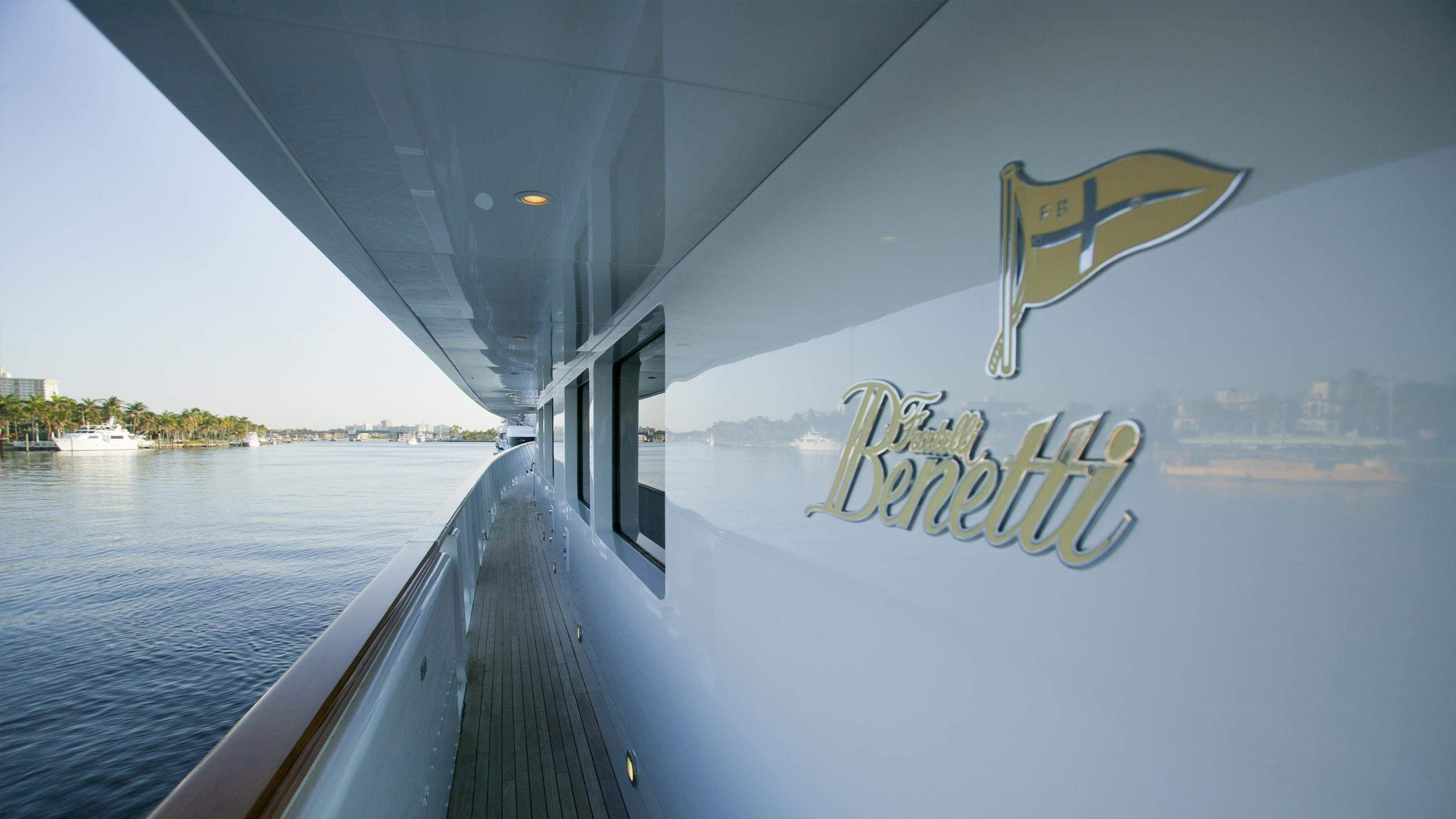 il-sole-yacht-side-deck