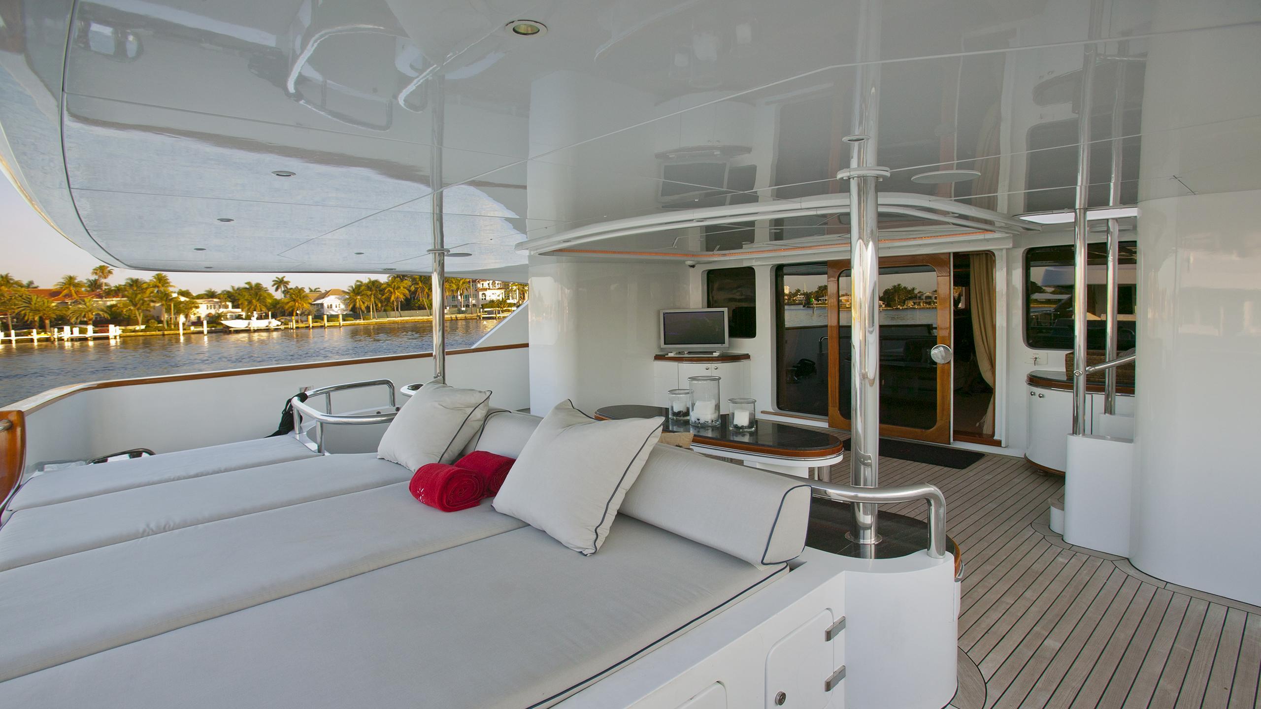 il-sole-yacht-aft-deck