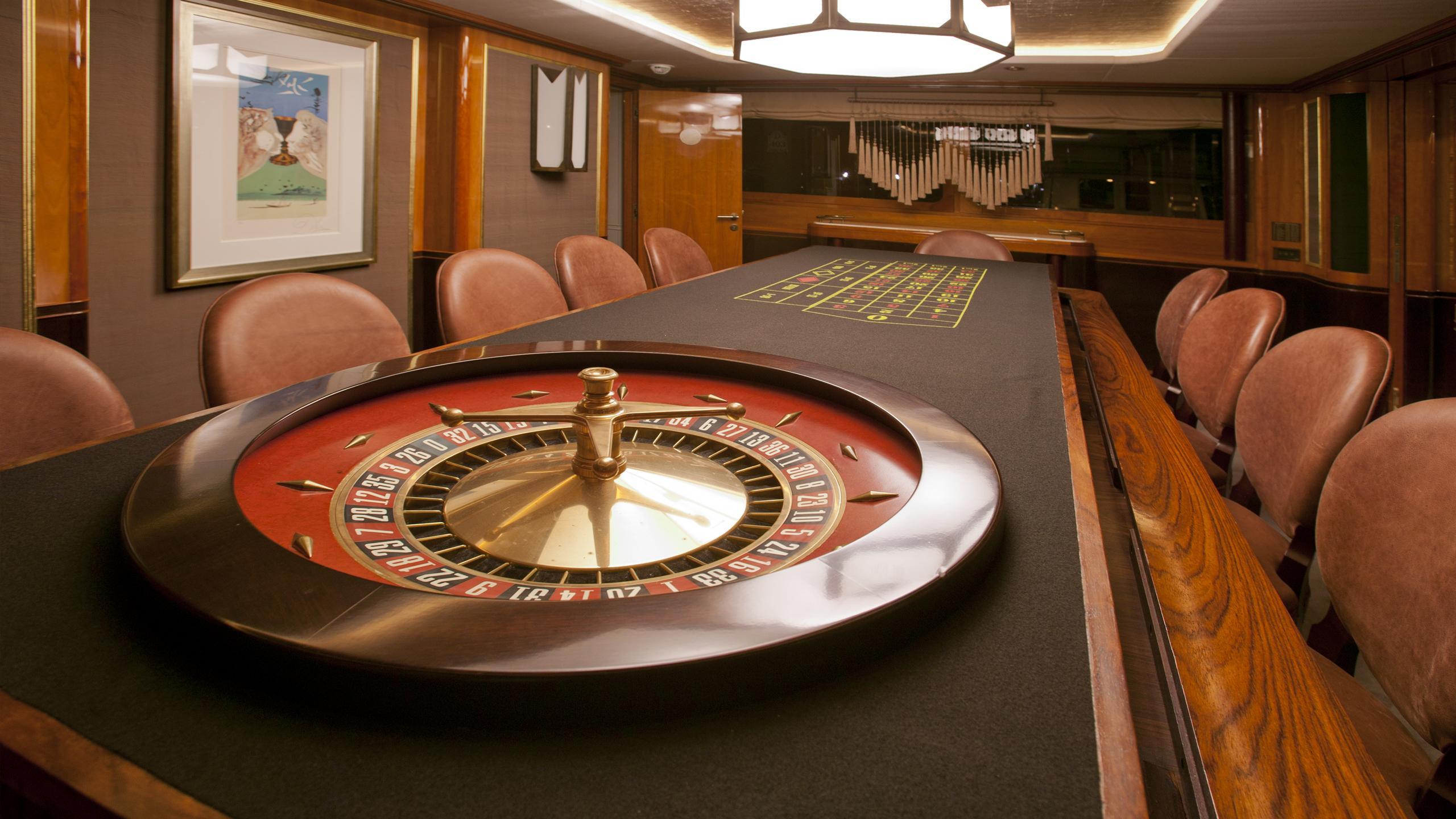 il-sole-yacht-roulette-table