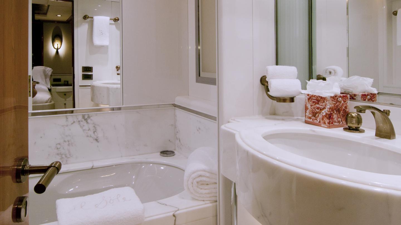 il-sole-yacht-bathroom