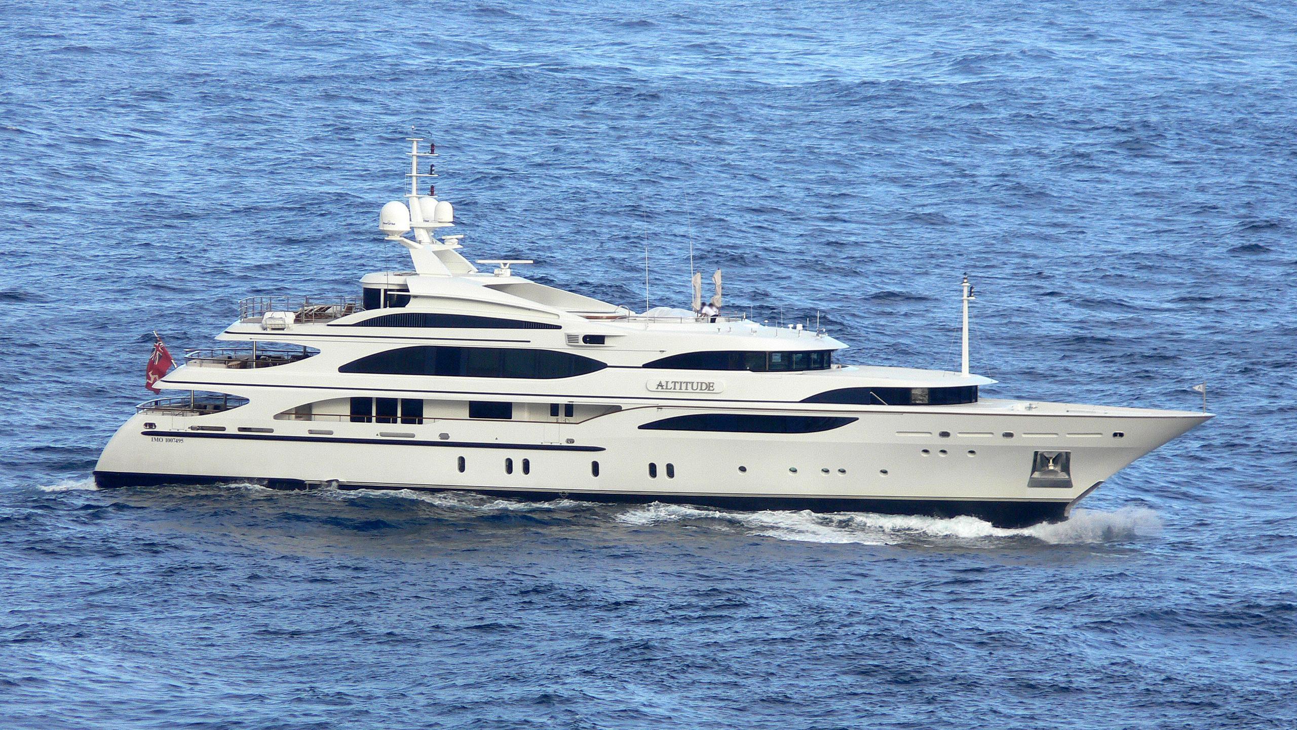 lady-michelle-cakewalk-altitude-yacht-exterior