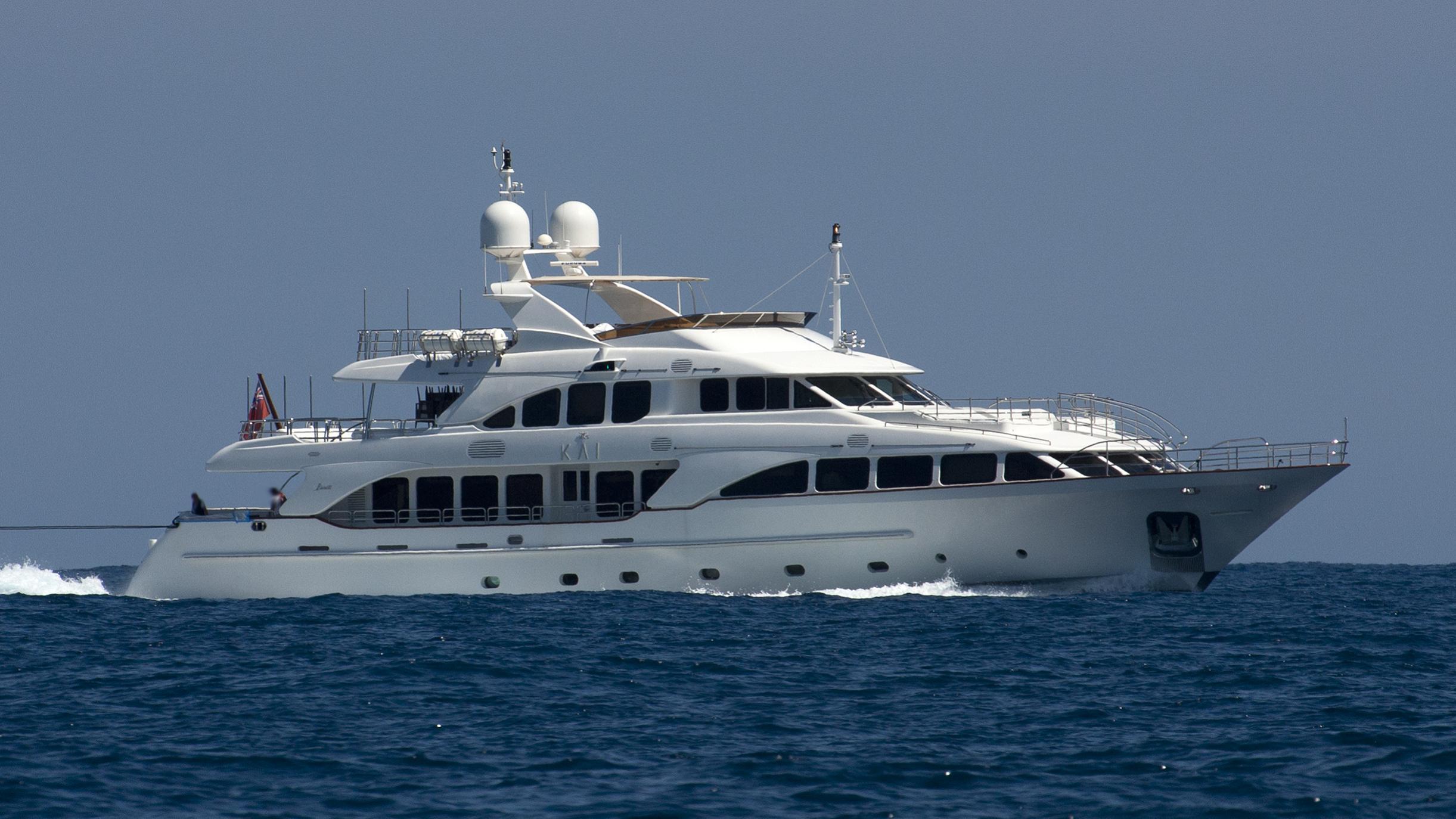 pure bliss kai motoryacht benetti classic 2007 37m cruising half profile