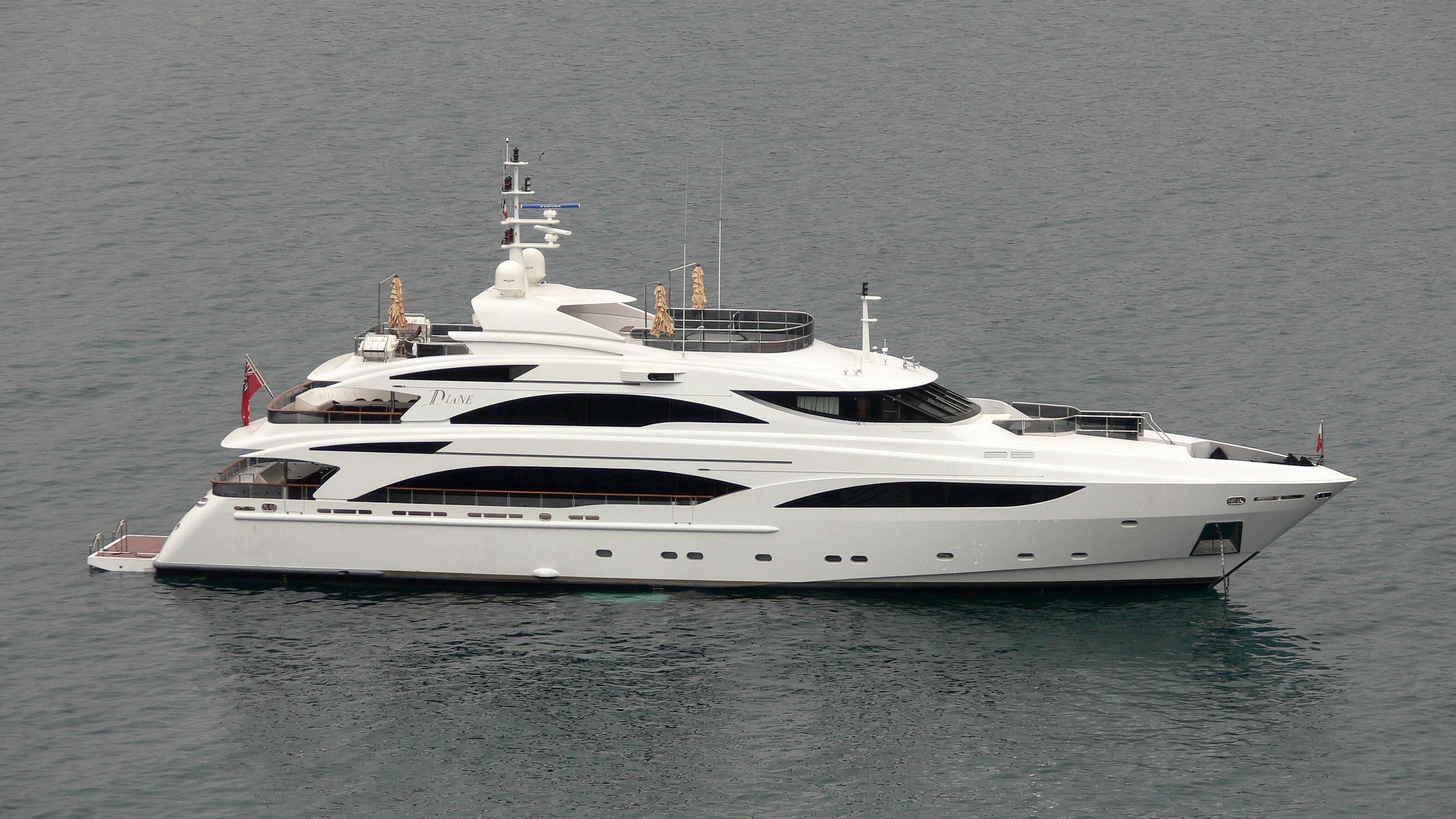 diane-yacht-exterior