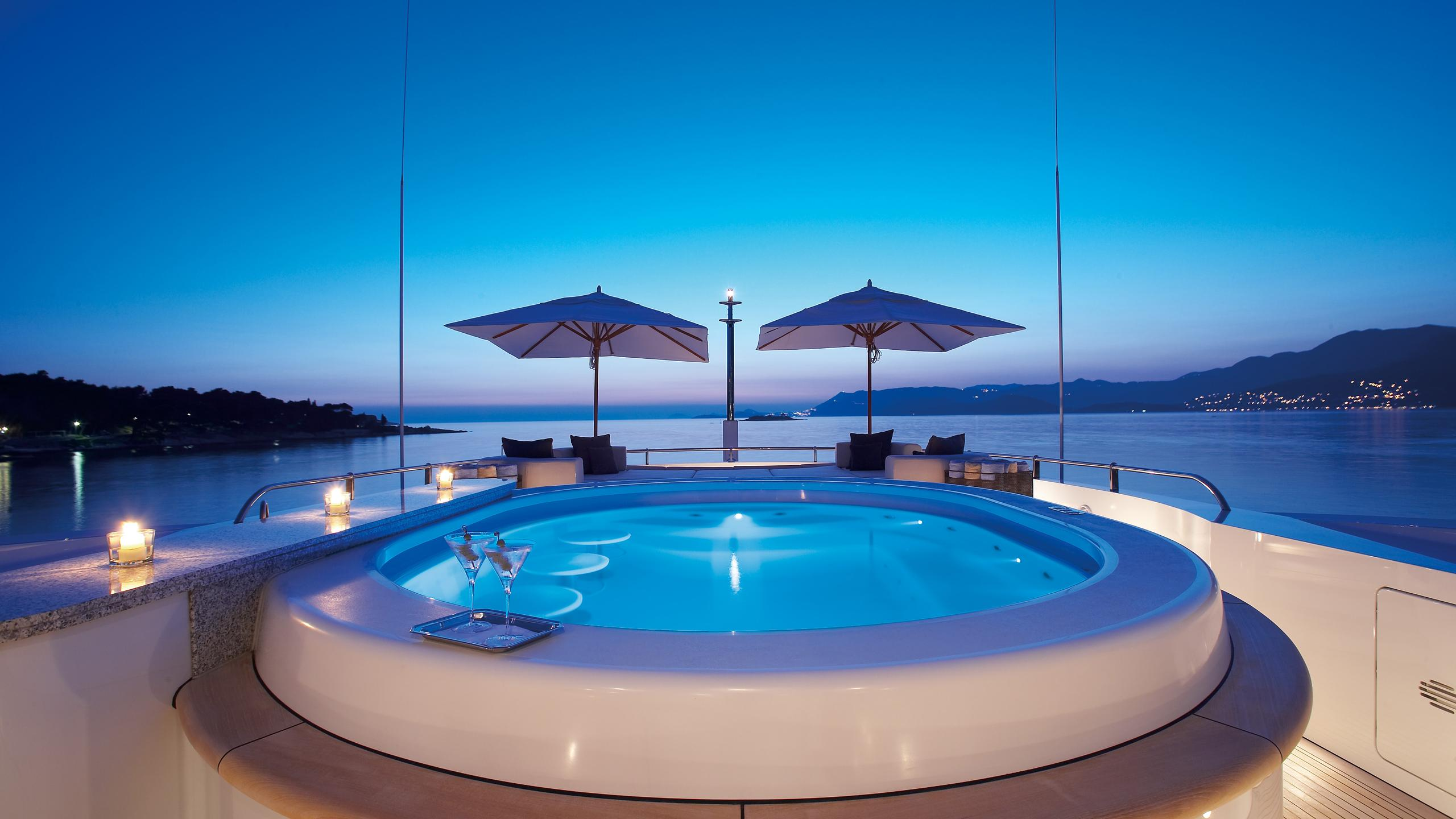 andreas-l-yacht-jacuzzi