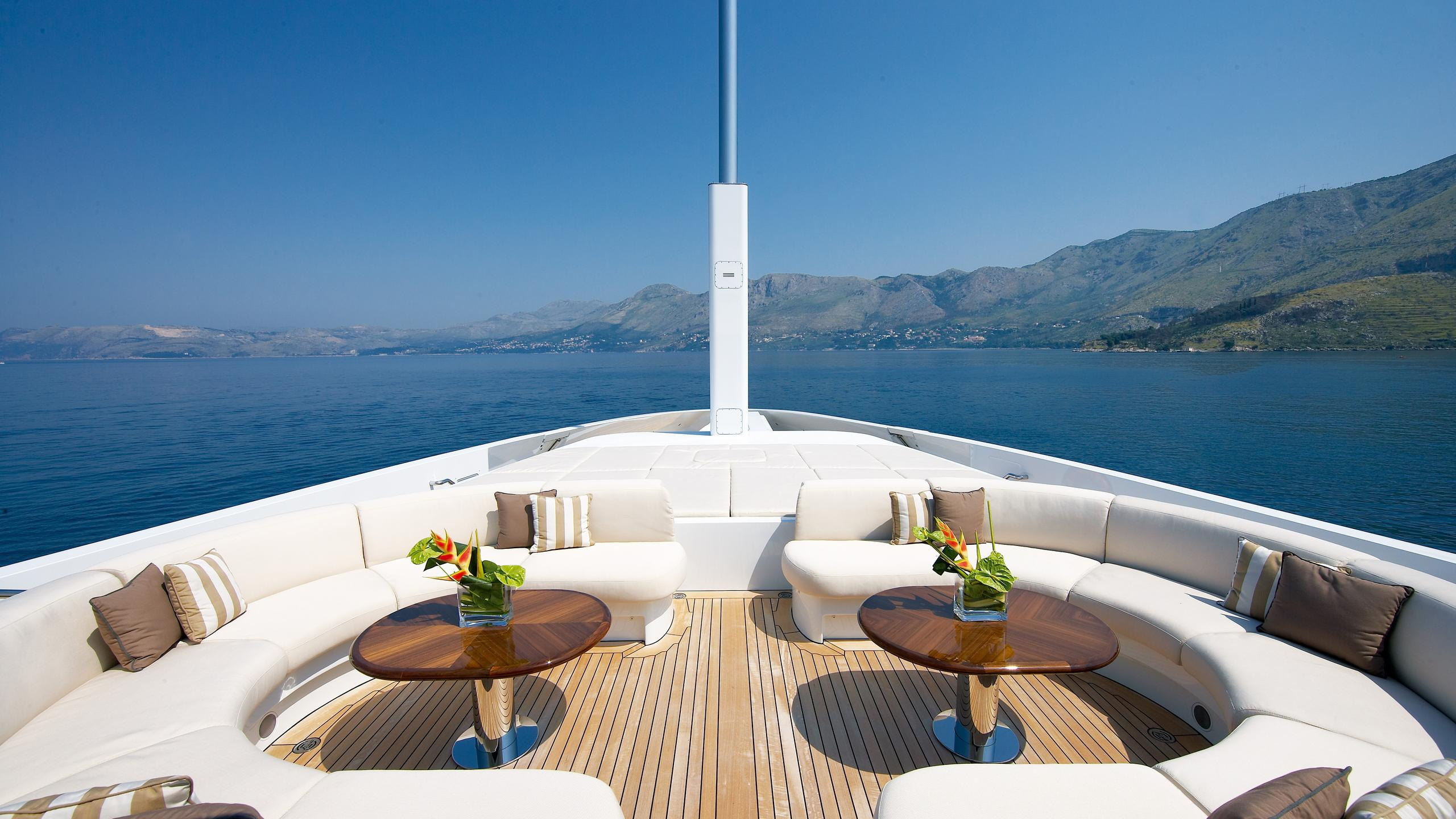 andreas-l-yacht-fore-deck-seating