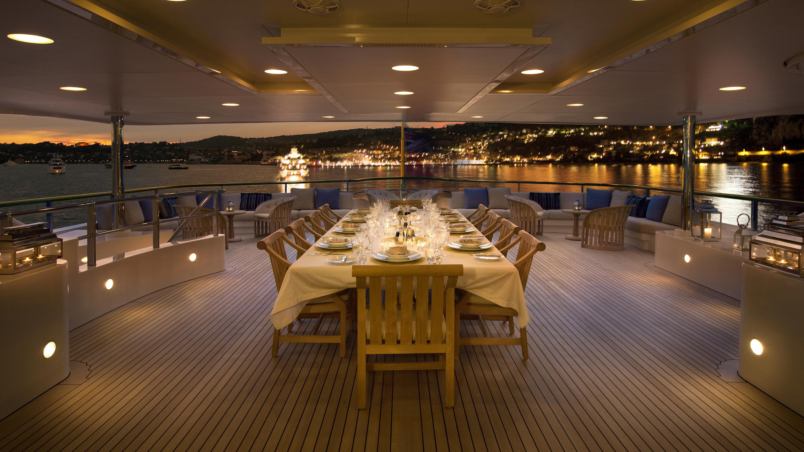 andreas-l-yacht-aft-dining