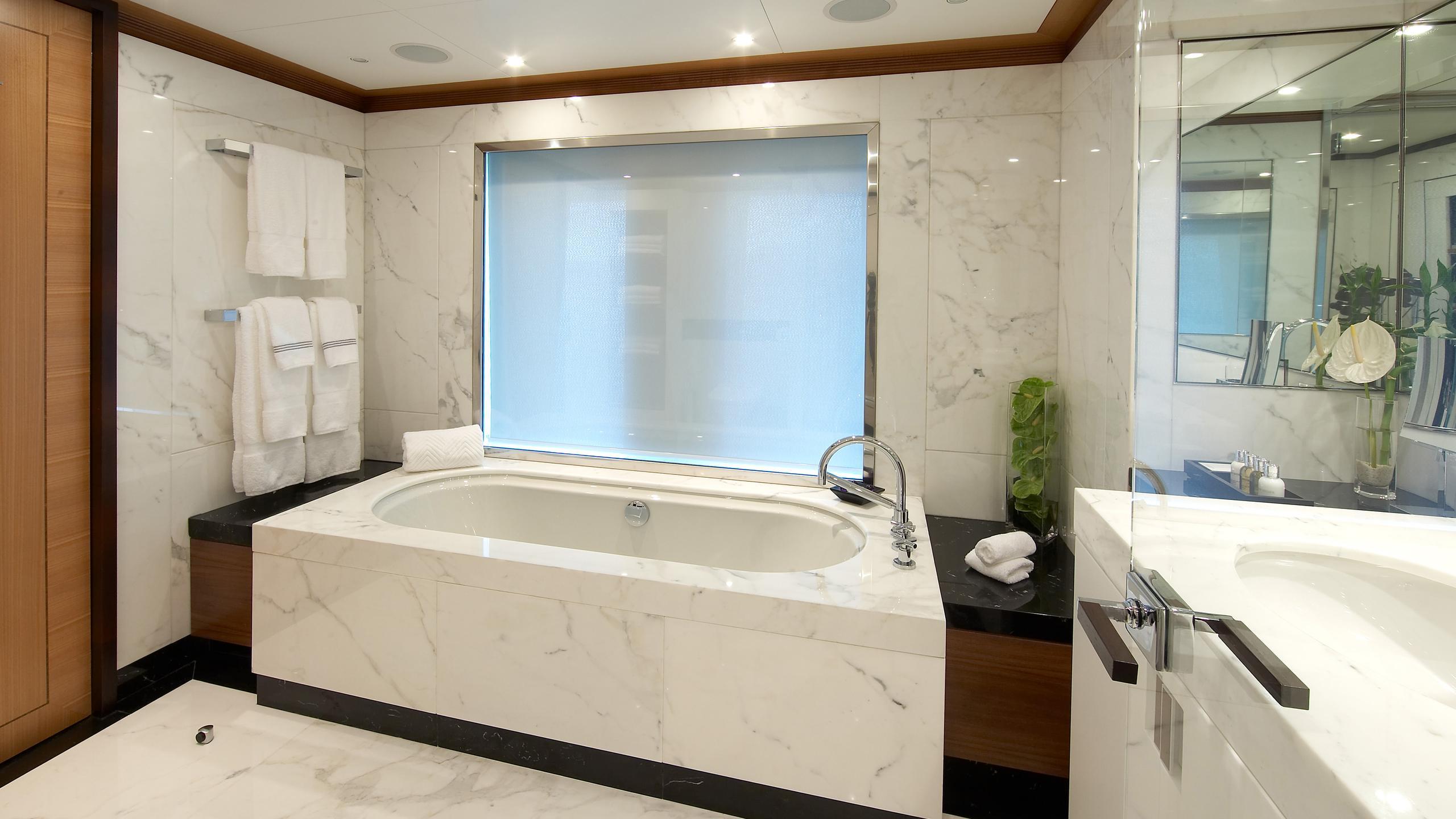 andreas-l-yacht-master-bathroom